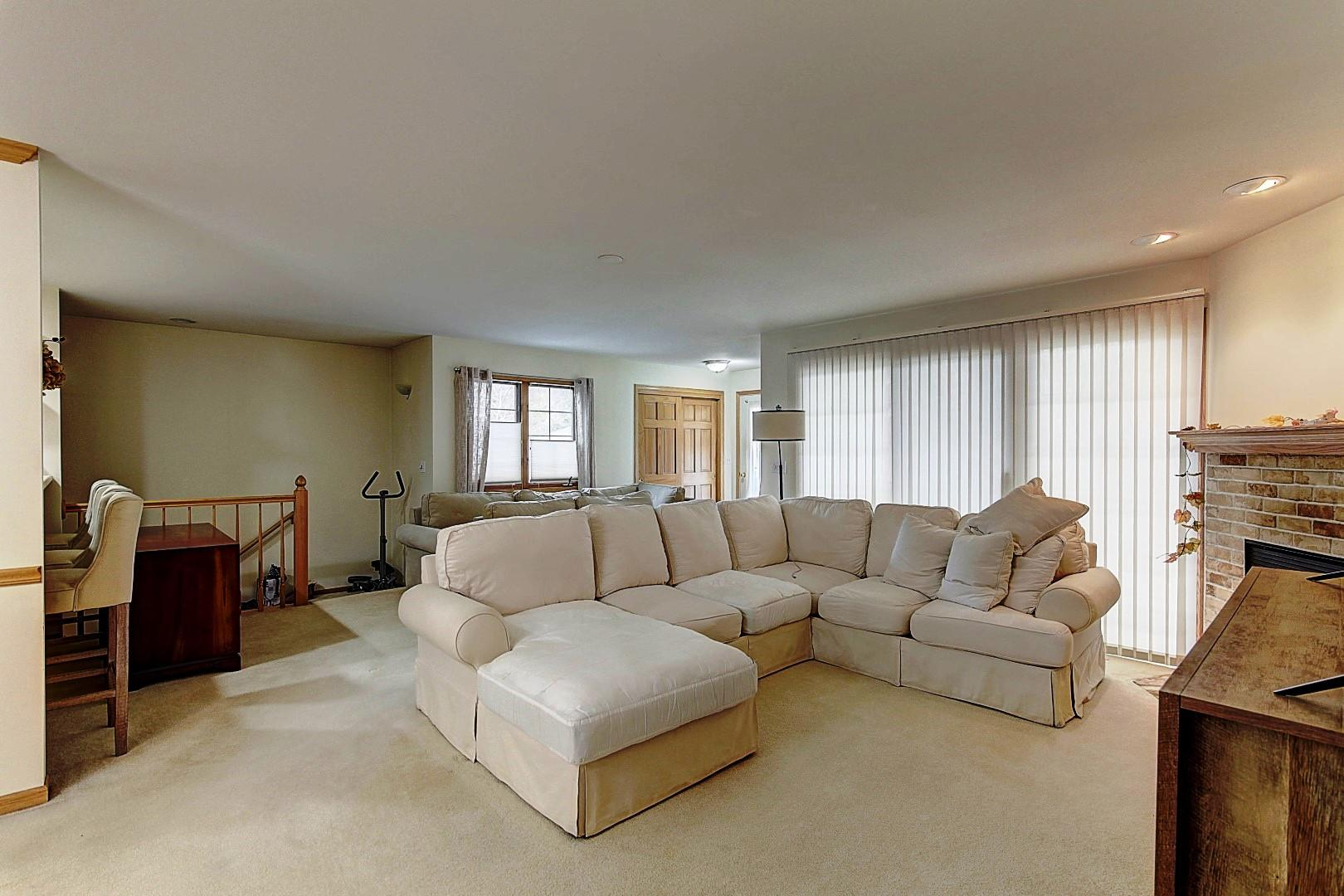 2293A Circle Rdg, Delafield, Wisconsin 53018, 3 Bedrooms Bedrooms, 8 Rooms Rooms,3 BathroomsBathrooms,Condominiums,For Sale,Circle Rdg,1,1732385