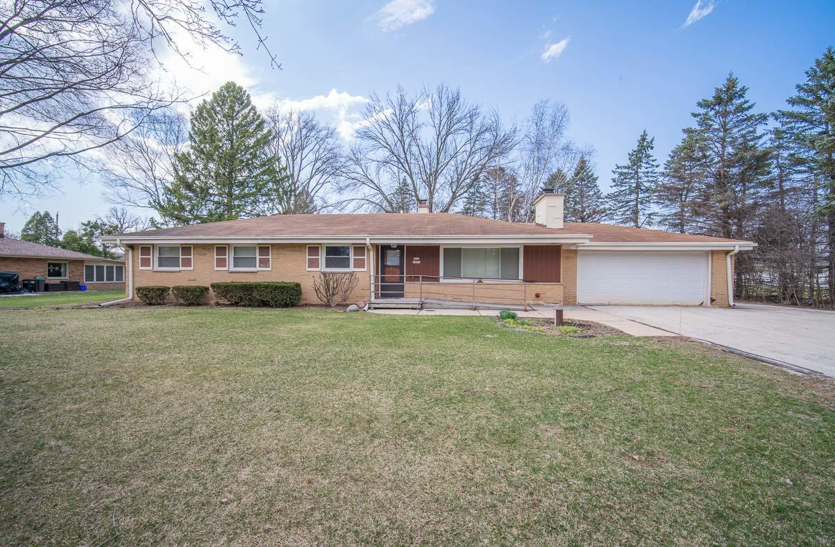 W228N4043 Crescent Dr, Pewaukee, Wisconsin 53072, 4 Bedrooms Bedrooms, ,2 BathroomsBathrooms,Single-Family,For Sale,Crescent Dr,1733761