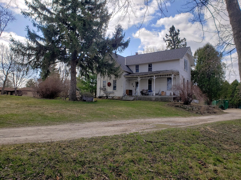 N4W22625 Bluemound Rd, Pewaukee, Wisconsin 53186, 5 Bedrooms Bedrooms, 9 Rooms Rooms,1 BathroomBathrooms,Single-Family,For Sale,Bluemound Rd,1732897