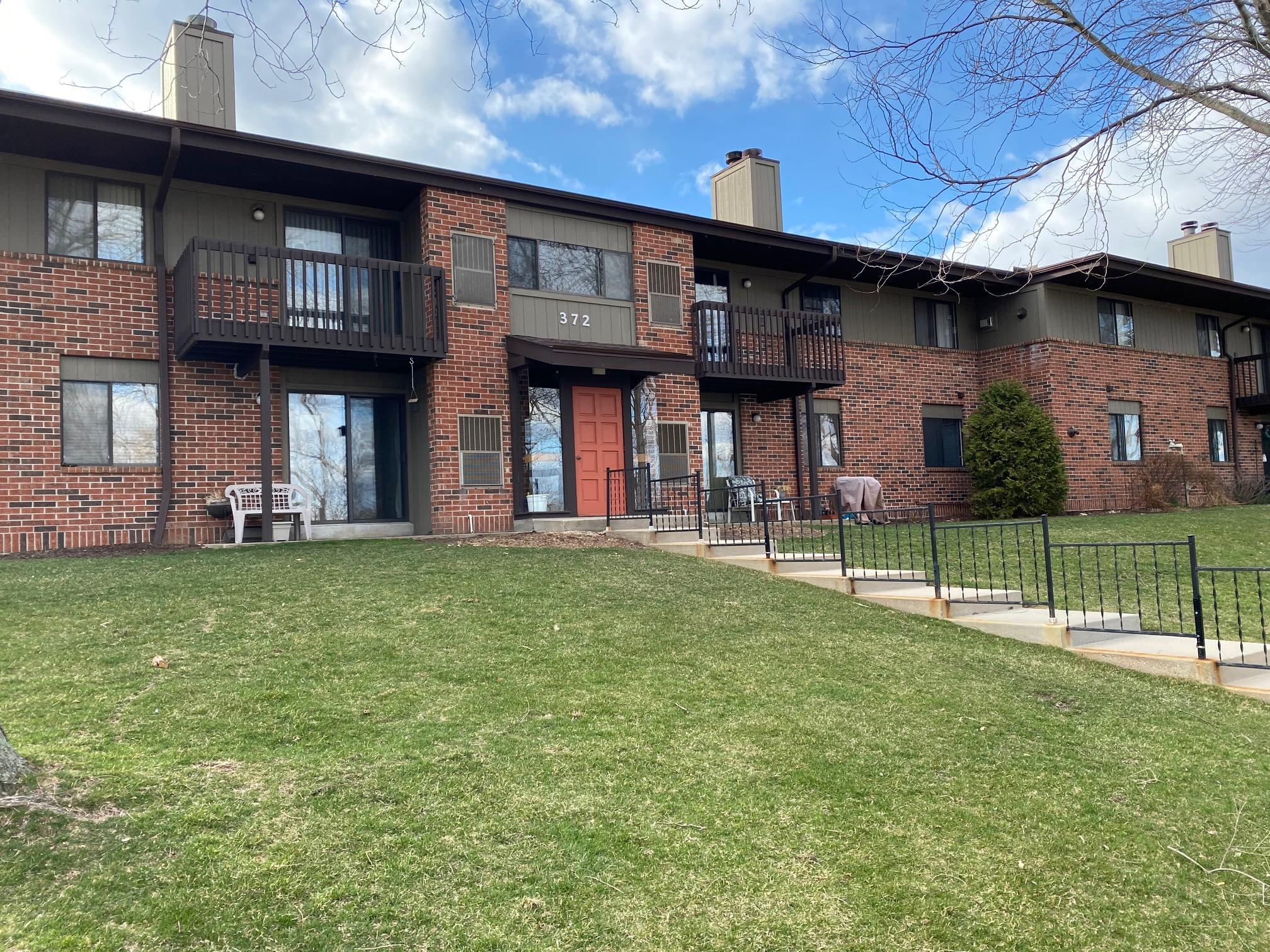 372 Park Hill Dr, Pewaukee, Wisconsin 53072, 3 Bedrooms Bedrooms, ,2 BathroomsBathrooms,Condominiums,For Sale,Park Hill Dr,2,1733047