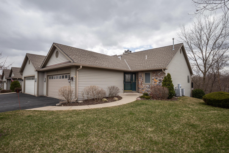 475 Sunset Trl, Hartland, Wisconsin 53029, 2 Bedrooms Bedrooms, 7 Rooms Rooms,2 BathroomsBathrooms,Condominiums,For Sale,Sunset Trl,1,1733242
