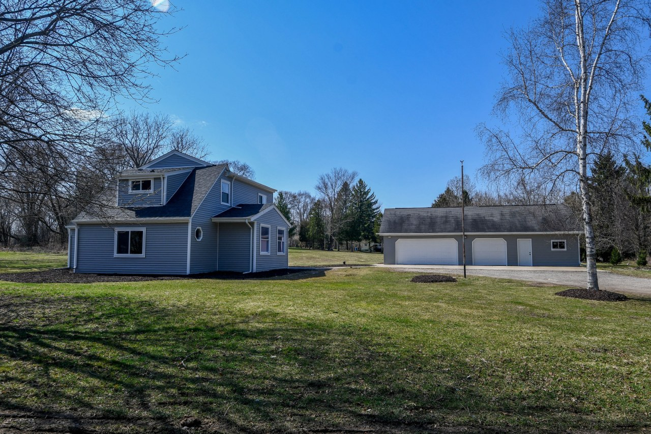 141 Cushing Park Rd, Delafield, Wisconsin 53018, 3 Bedrooms Bedrooms, 6 Rooms Rooms,2 BathroomsBathrooms,Single-Family,For Sale,Cushing Park Rd,1732857