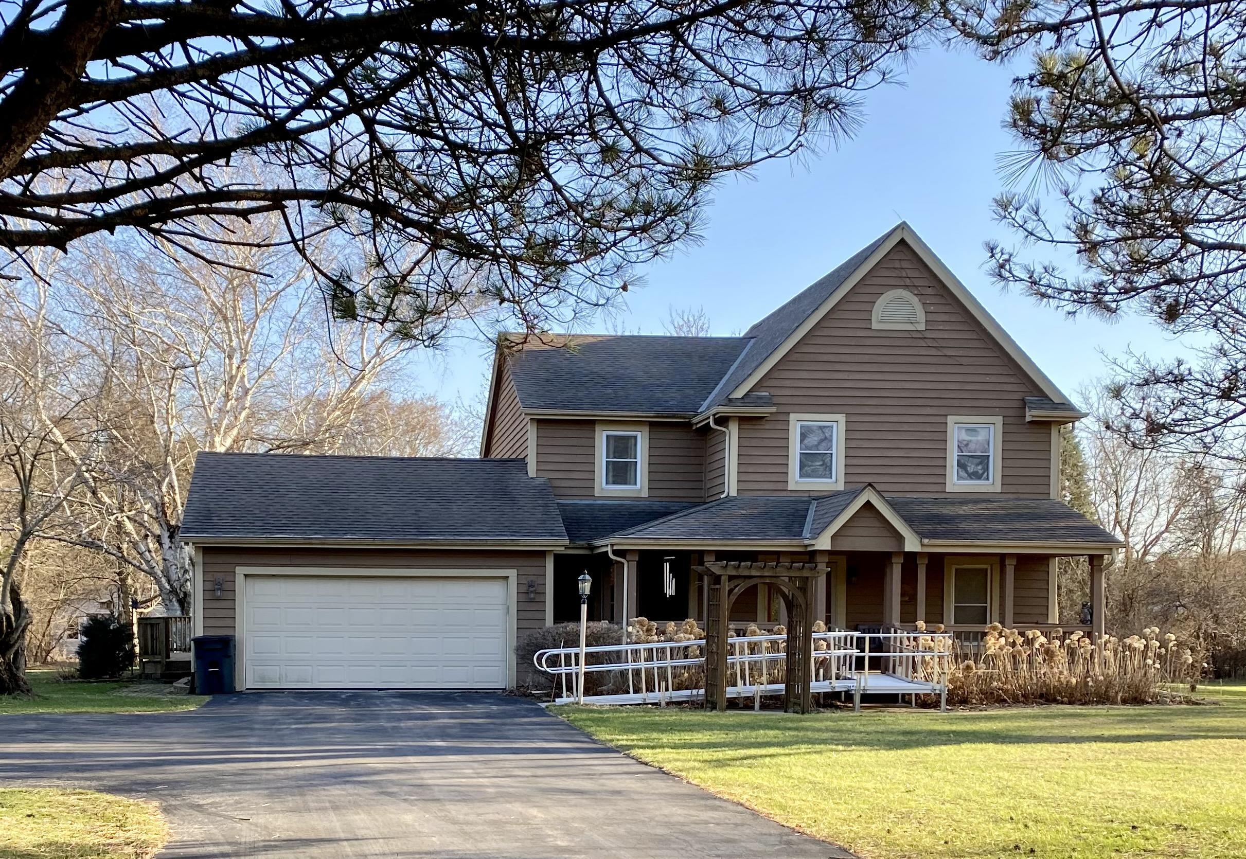 2410 Hirschman Ln, Delafield, Wisconsin 53029, 4 Bedrooms Bedrooms, ,2 BathroomsBathrooms,Single-Family,For Sale,Hirschman Ln,1733221