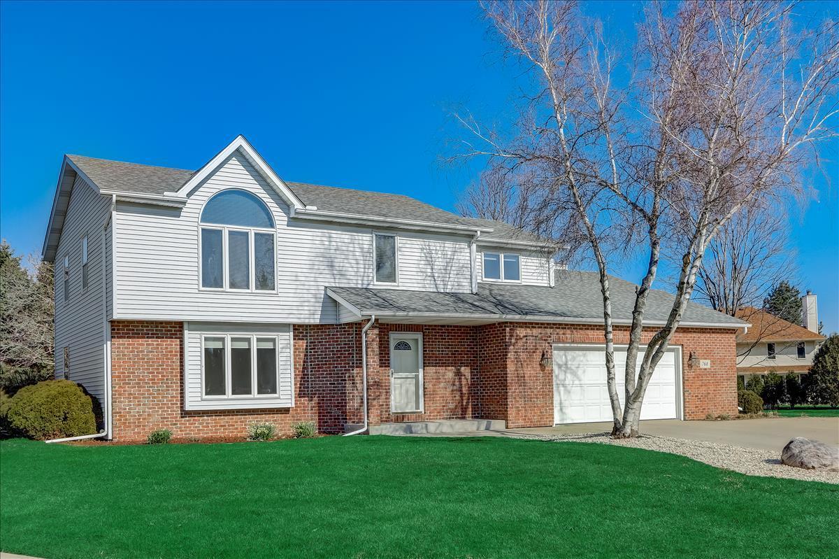 760 Marquette Ct, Hartland, Wisconsin 53029, 4 Bedrooms Bedrooms, 9 Rooms Rooms,2 BathroomsBathrooms,Single-Family,For Sale,Marquette Ct,1731332
