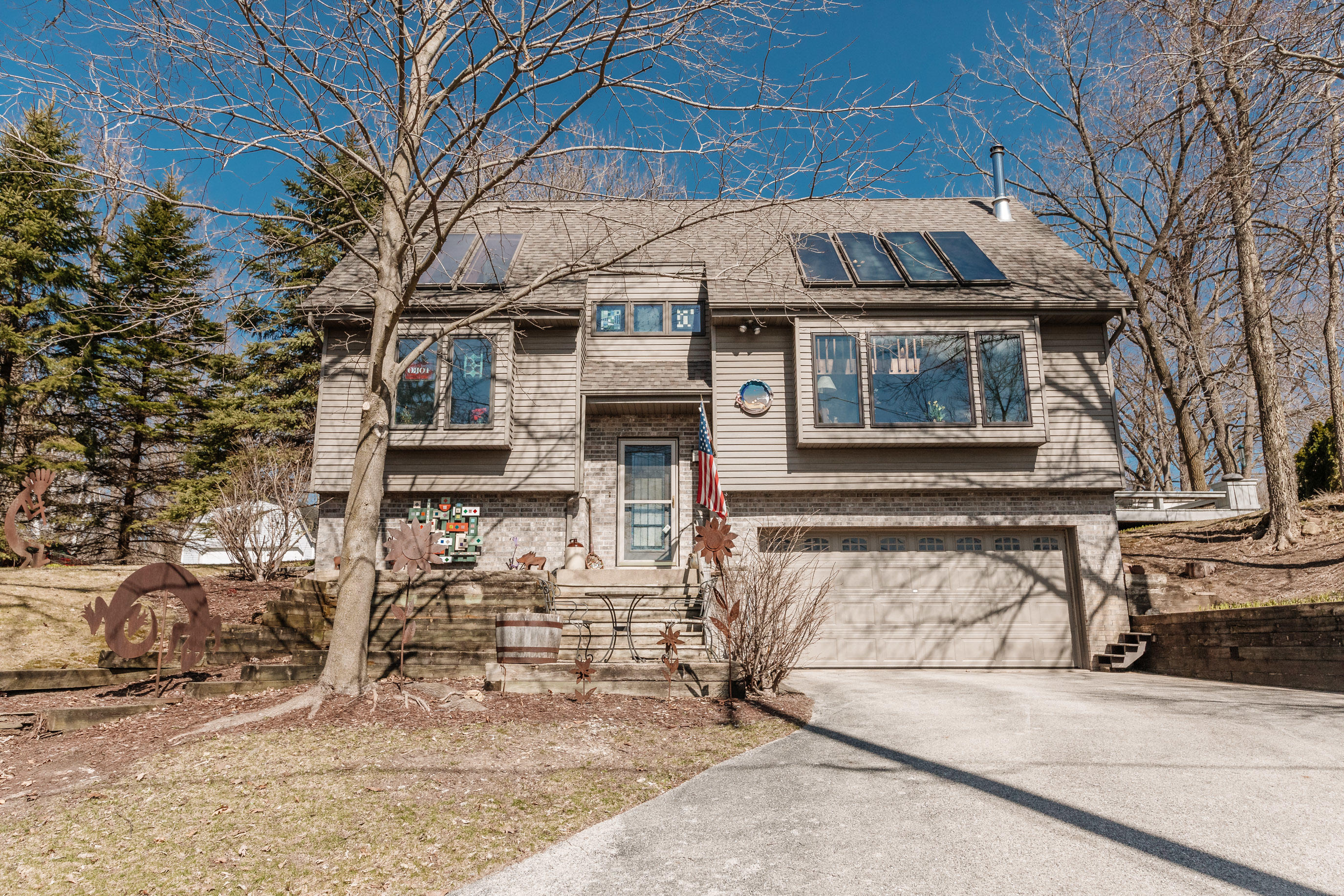 N28W29798 Oakwood Grove Rd, Delafield, Wisconsin 53072, 3 Bedrooms Bedrooms, 7 Rooms Rooms,2 BathroomsBathrooms,Single-Family,For Sale,Oakwood Grove Rd,1732998