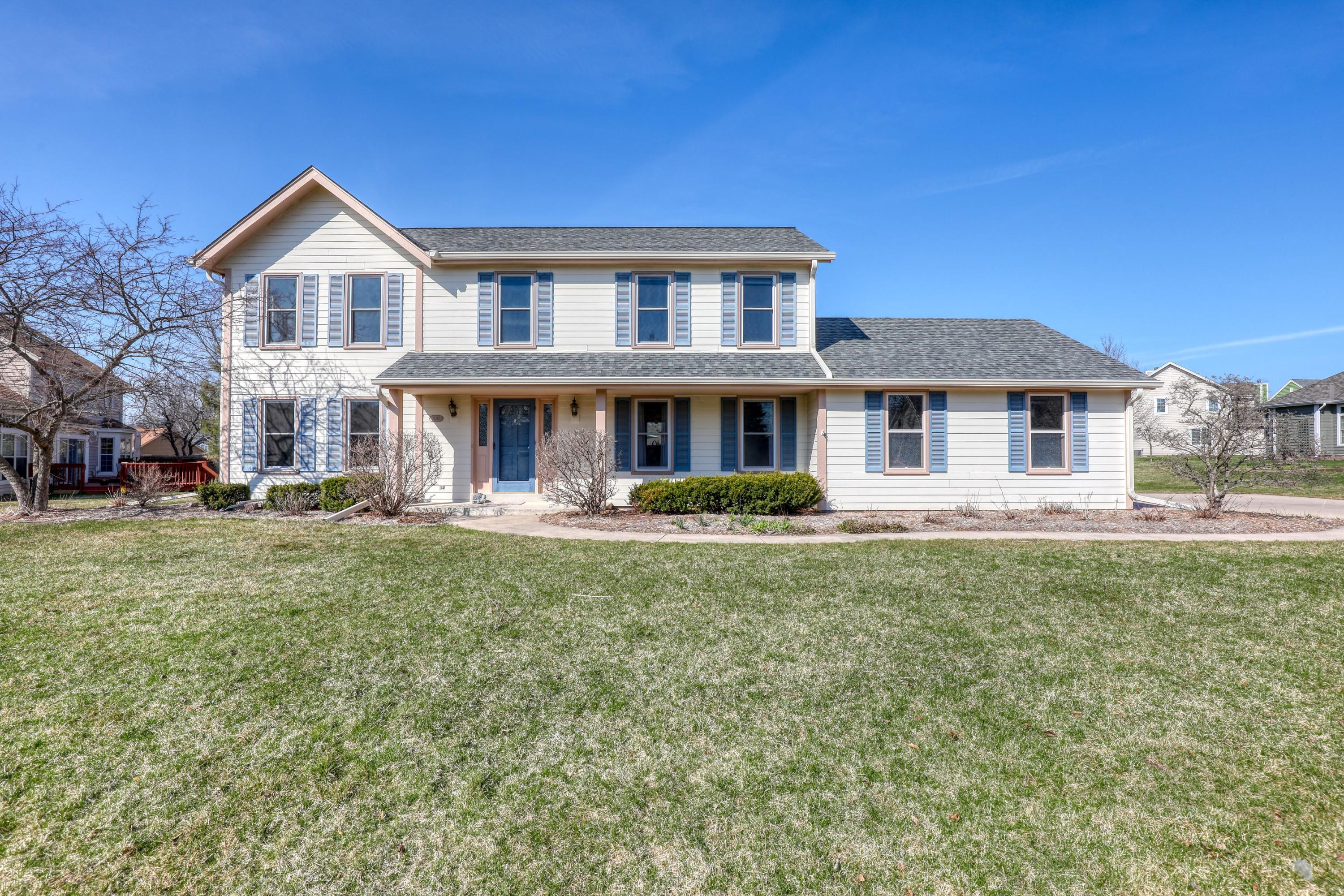 1047 Hillwood Blvd, Pewaukee, Wisconsin 53072, 4 Bedrooms Bedrooms, 7 Rooms Rooms,2 BathroomsBathrooms,Single-Family,For Sale,Hillwood Blvd,1734182