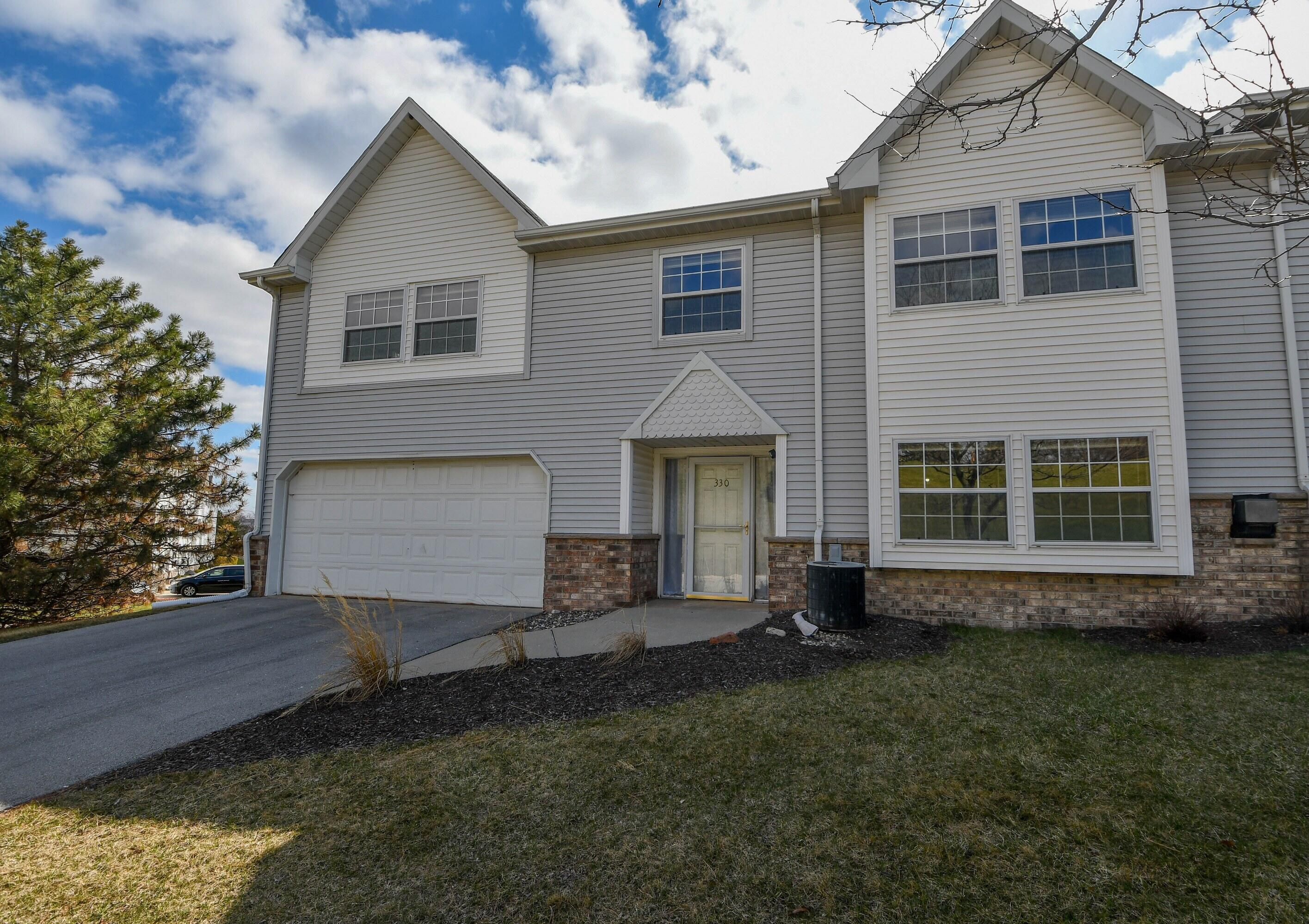 330 Dustin Dr, Brookfield, Wisconsin 53045, 3 Bedrooms Bedrooms, 7 Rooms Rooms,2 BathroomsBathrooms,Condominiums,For Sale,Dustin Dr,1,1734232