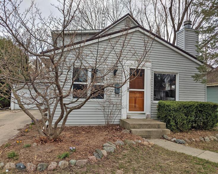 621 Juneau Ave, Oconomowoc, Wisconsin 53066, 2 Bedrooms Bedrooms, 5 Rooms Rooms,1 BathroomBathrooms,Single-Family,For Sale,Juneau Ave,1733914