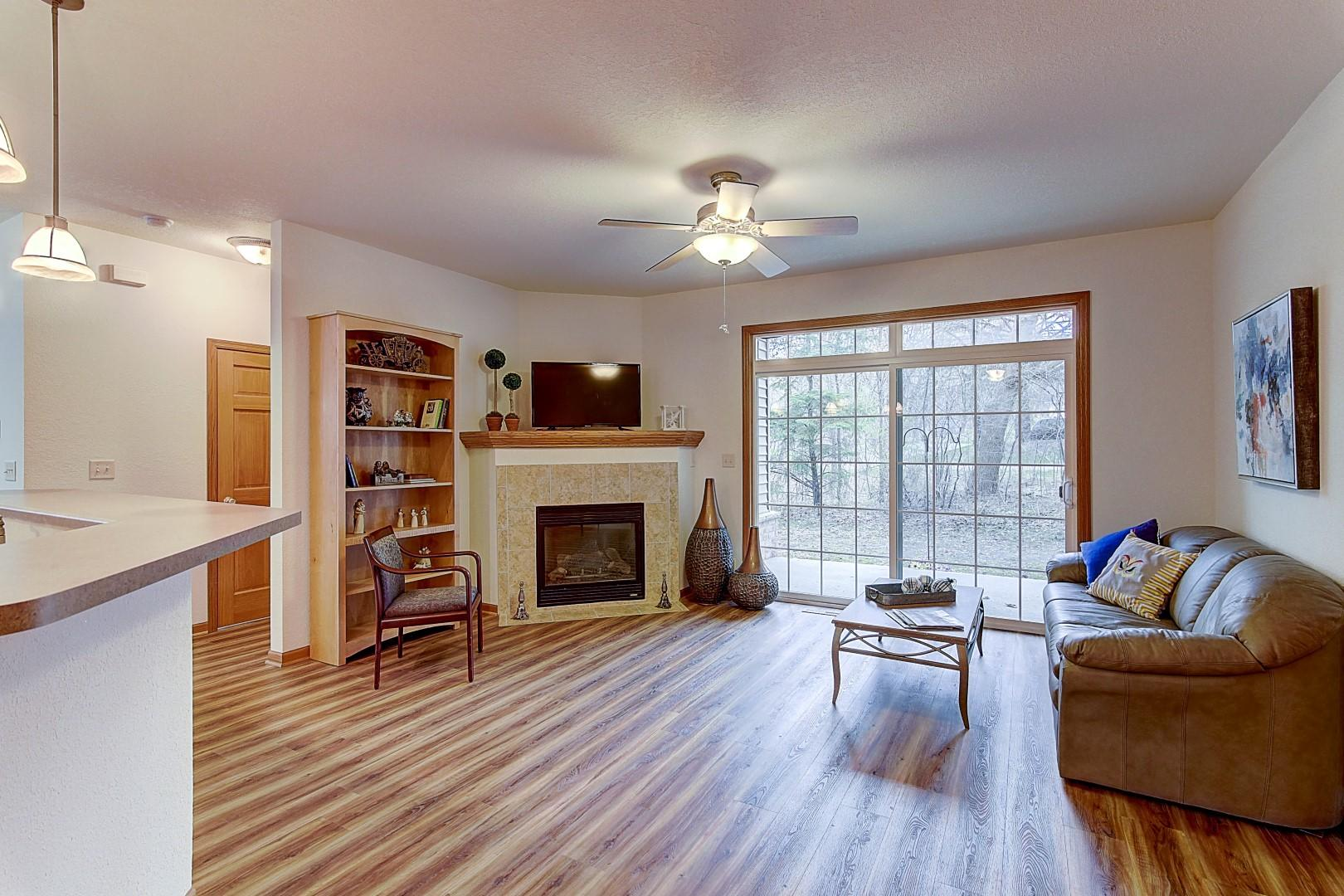 354 Manchester Ln, Hartland, Wisconsin 53029, 2 Bedrooms Bedrooms, ,2 BathroomsBathrooms,Condominiums,For Sale,Manchester Ln,1,1734380