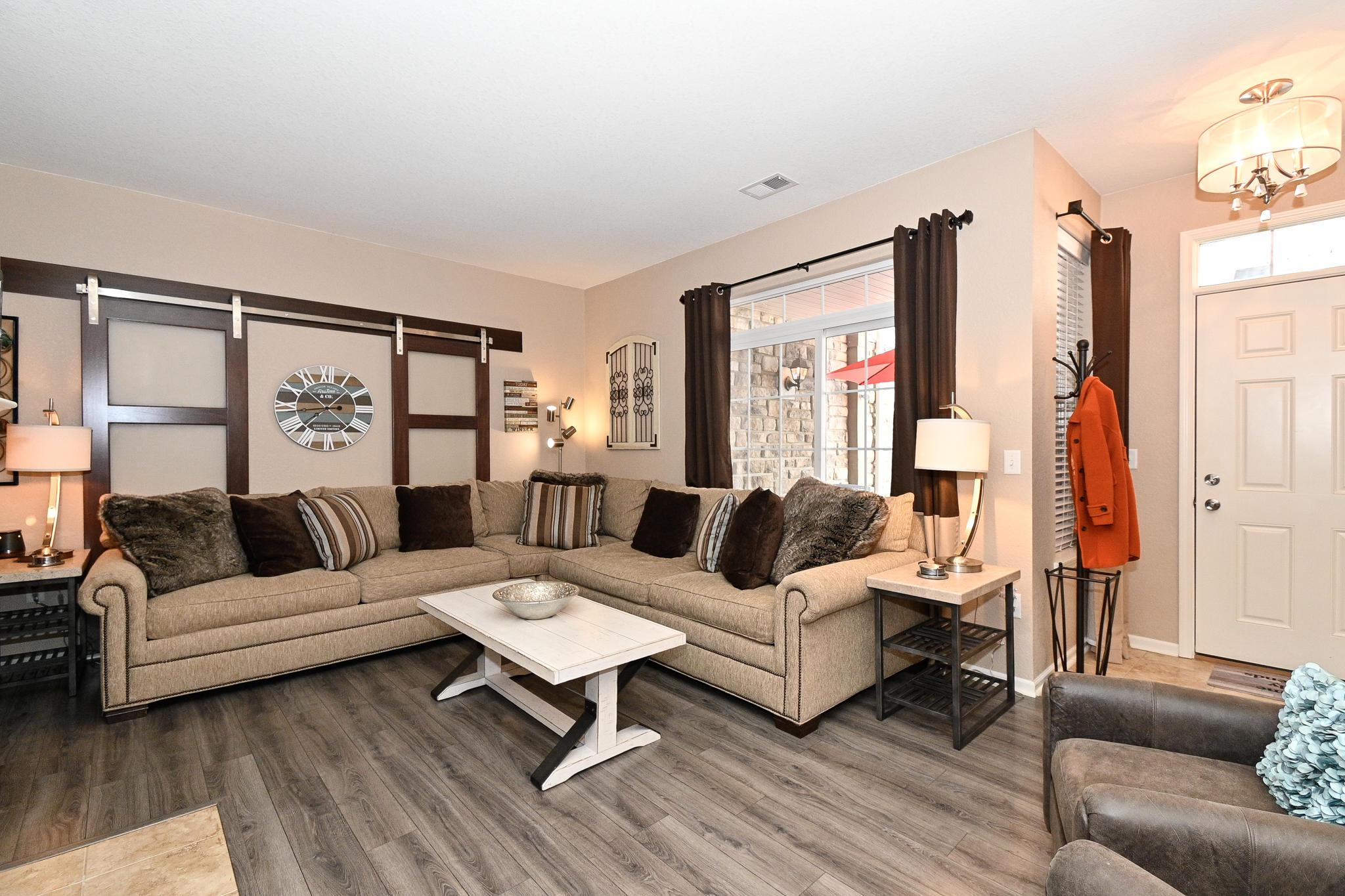 N16W26500 Meadowgrass Cir, Pewaukee, Wisconsin 53072, 2 Bedrooms Bedrooms, 5 Rooms Rooms,2 BathroomsBathrooms,Condominiums,For Sale,Meadowgrass Cir,1,1734384