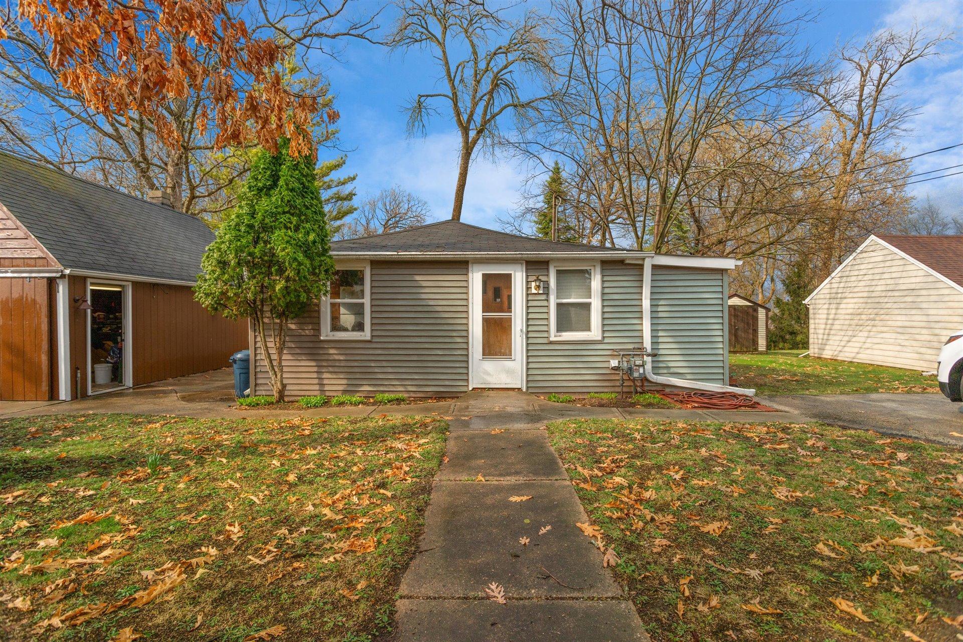 N22W28818 Oak Ln, Delafield, Wisconsin 53072, 2 Bedrooms Bedrooms, 4 Rooms Rooms,1 BathroomBathrooms,Single-Family,For Sale,Oak Ln,1731631
