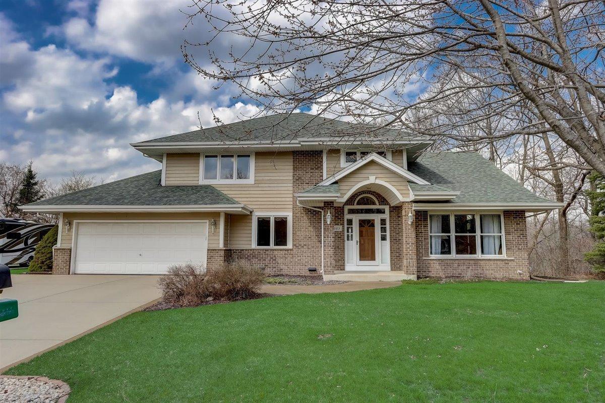 585 Bradford Way, Hartland, Wisconsin 53029, 4 Bedrooms Bedrooms, 9 Rooms Rooms,3 BathroomsBathrooms,Single-Family,For Sale,Bradford Way,1734321