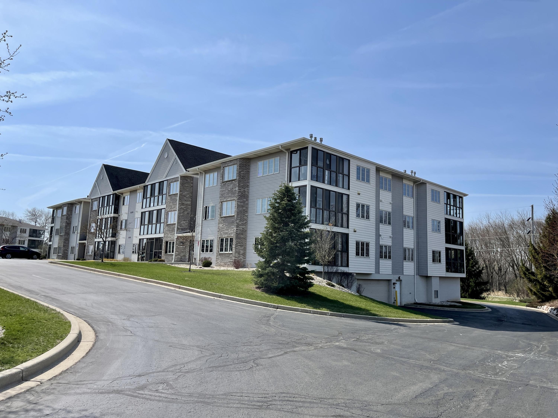 241 Oconomowoc Pkwy, Oconomowoc, Wisconsin 53066, 3 Bedrooms Bedrooms, 5 Rooms Rooms,2 BathroomsBathrooms,Condominiums,For Sale,Oconomowoc Pkwy,3,1734448