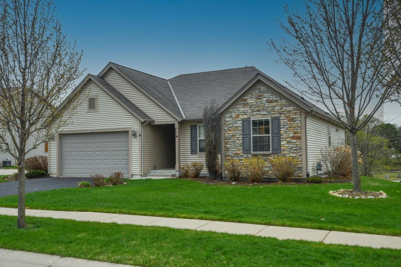 322 Lapham St, Oconomowoc, Wisconsin 53066, 4 Bedrooms Bedrooms, ,3 BathroomsBathrooms,Single-Family,For Sale,Lapham St,1734396