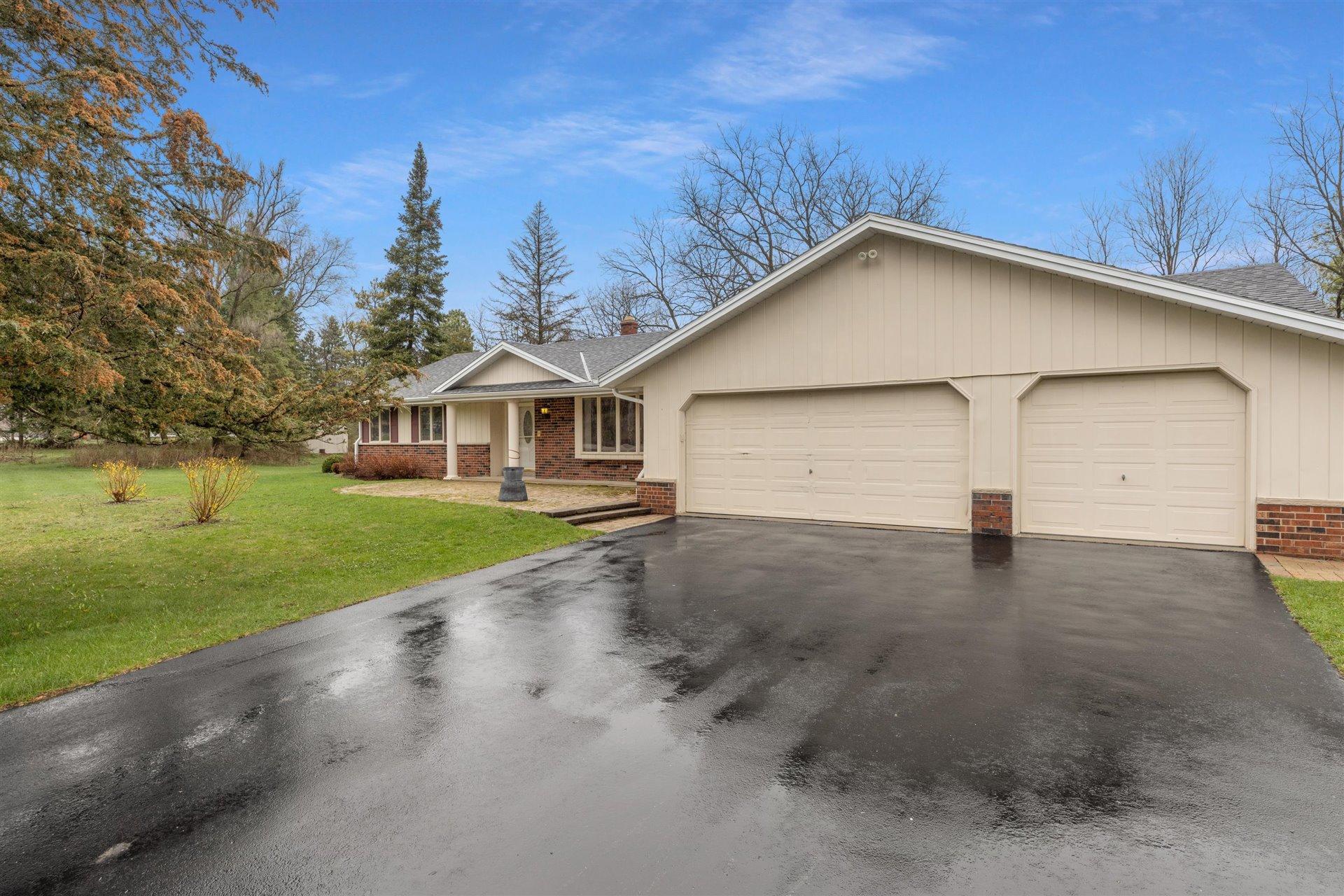 2337 Hillside Dr, Delafield, Wisconsin 53018, 3 Bedrooms Bedrooms, ,3 BathroomsBathrooms,Single-Family,For Sale,Hillside Dr,1734578