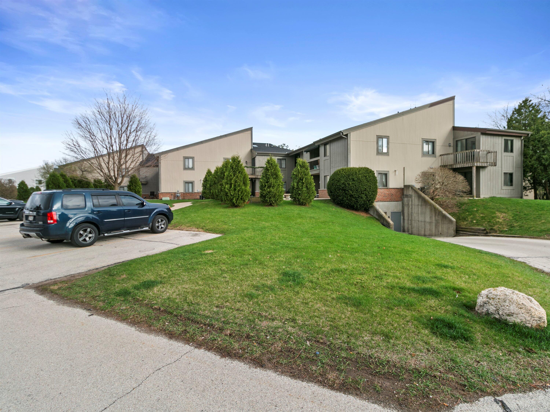 1061 Regent Rd, Oconomowoc, Wisconsin 53066, 2 Bedrooms Bedrooms, 6 Rooms Rooms,2 BathroomsBathrooms,Condominiums,For Sale,Regent Rd,1,1734632