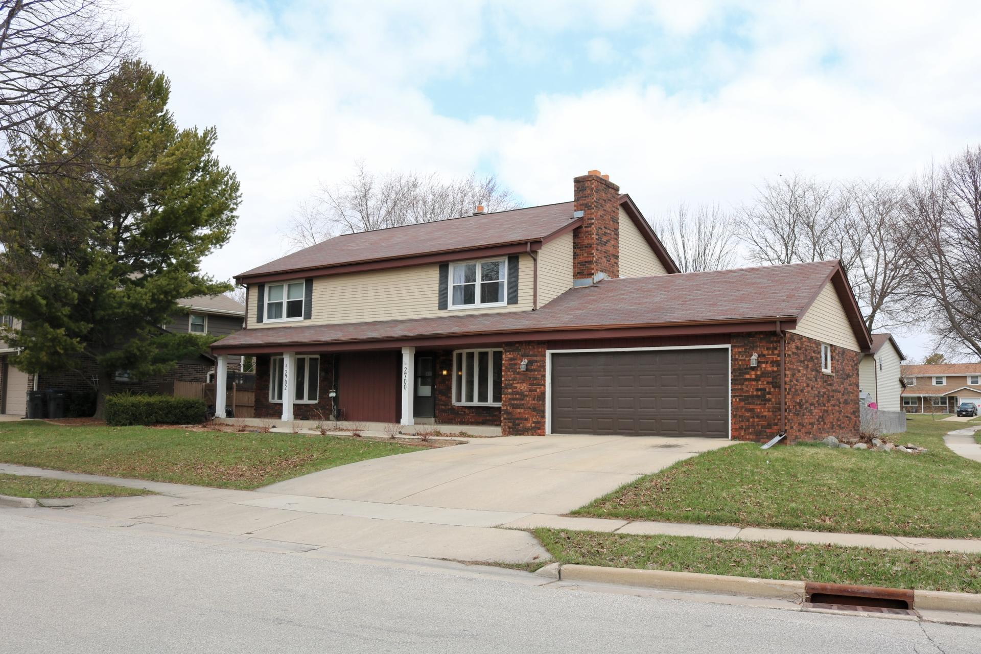 2700 Woodridge Ln, Waukesha, Wisconsin 53188, 3 Bedrooms Bedrooms, 5 Rooms Rooms,1 BathroomBathrooms,Two-Family,For Sale,Woodridge Ln,1,1734628