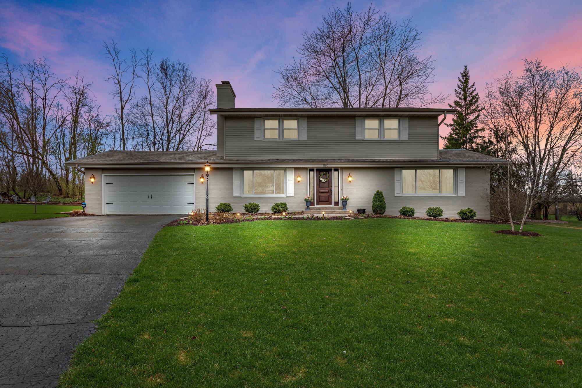 1185 Tanglewood Ct, Brookfield, Wisconsin 53005, 4 Bedrooms Bedrooms, 8 Rooms Rooms,2 BathroomsBathrooms,Single-Family,For Sale,Tanglewood Ct,1735213
