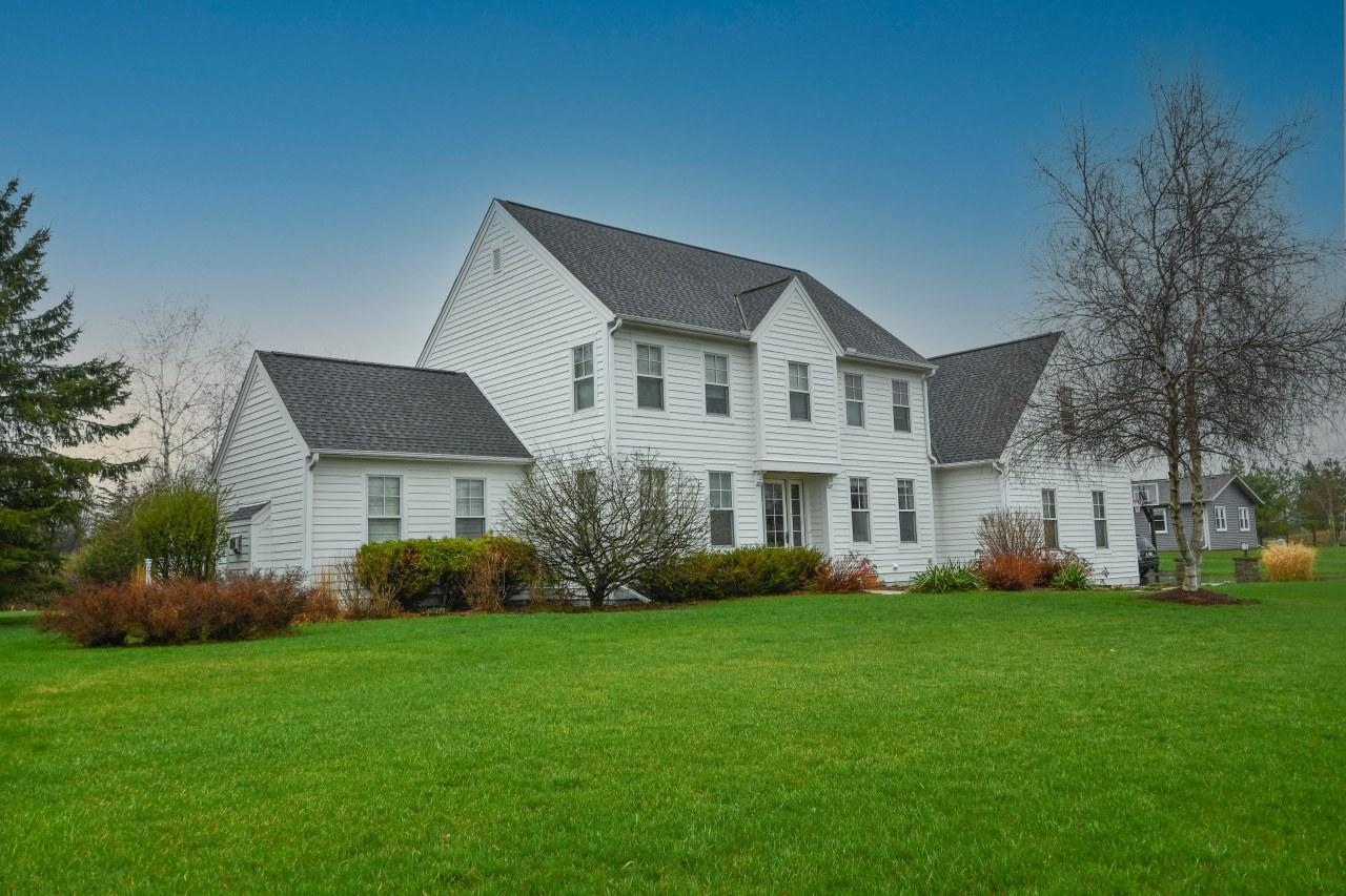 W360N7557 Thomas Dr, Oconomowoc, Wisconsin 53066, 5 Bedrooms Bedrooms, 11 Rooms Rooms,3 BathroomsBathrooms,Single-Family,For Sale,Thomas Dr,1734493