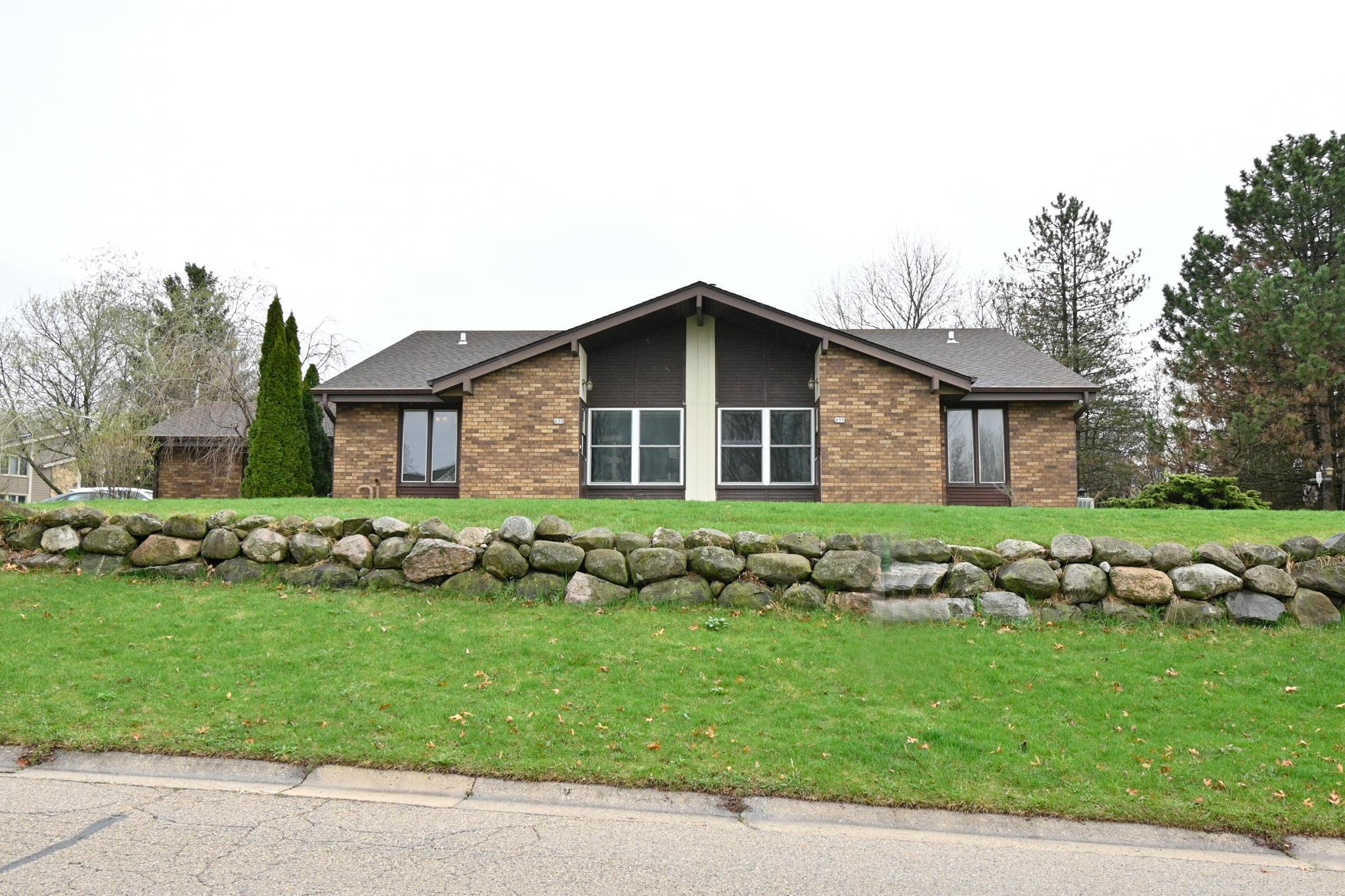 837 Crescent Ln, Hartland, Wisconsin 53029, 3 Bedrooms Bedrooms, 7 Rooms Rooms,1 BathroomBathrooms,Two-Family,For Sale,Crescent Ln,1,1734413