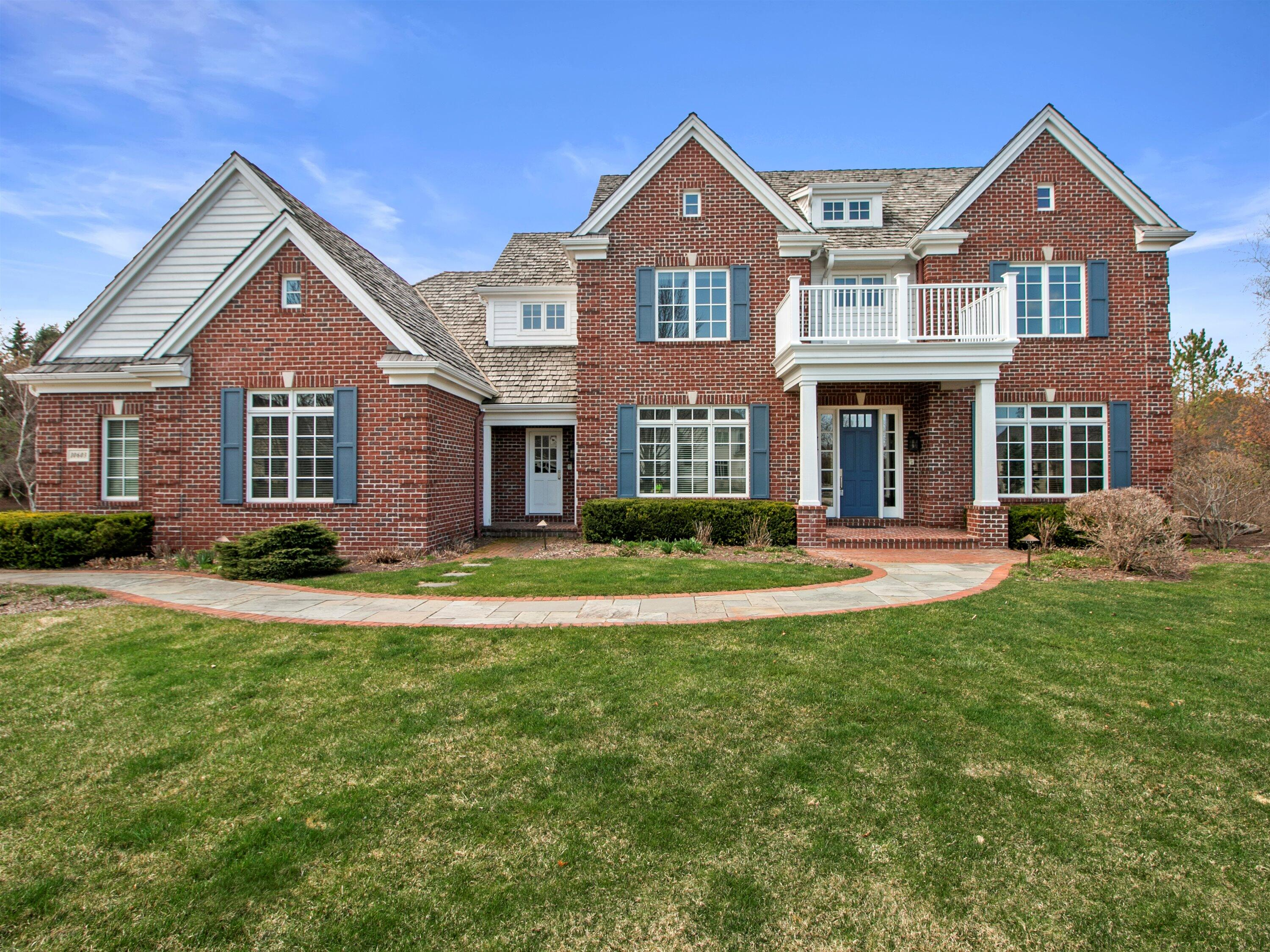 10603 N Wood Crest Dr, Mequon, WI 53092