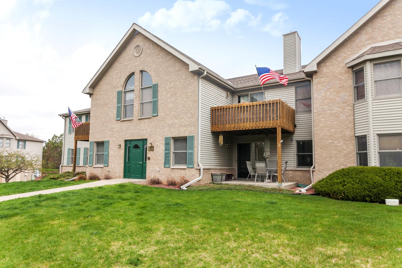 936 Oconomowoc Pkwy, Oconomowoc, Wisconsin 53066, 3 Bedrooms Bedrooms, 7 Rooms Rooms,2 BathroomsBathrooms,Condominiums,For Sale,Oconomowoc Pkwy,2,1735113