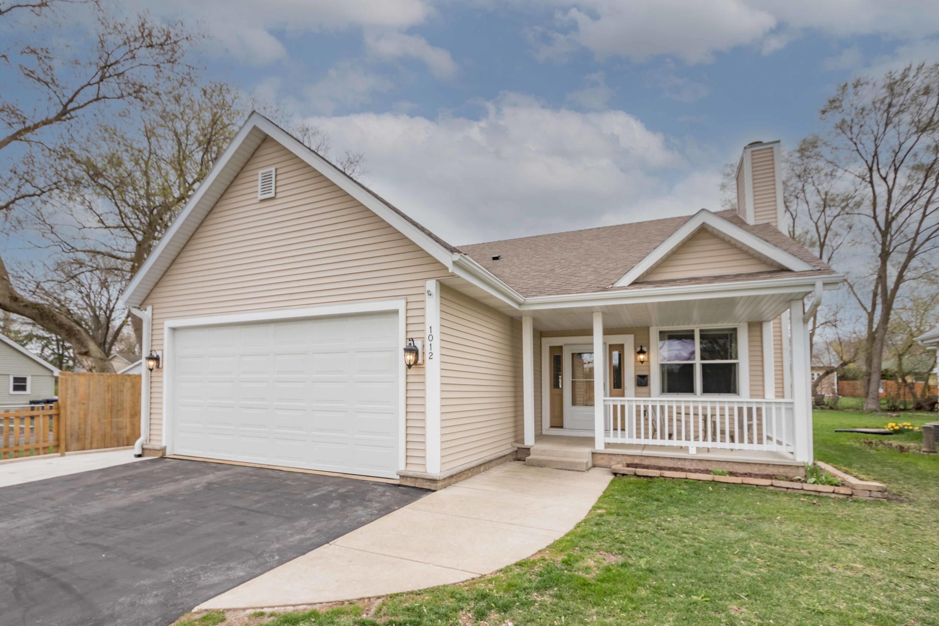 1012 Grandview Blvd, Waukesha, Wisconsin 53188, 3 Bedrooms Bedrooms, 6 Rooms Rooms,2 BathroomsBathrooms,Single-Family,For Sale,Grandview Blvd,1735250