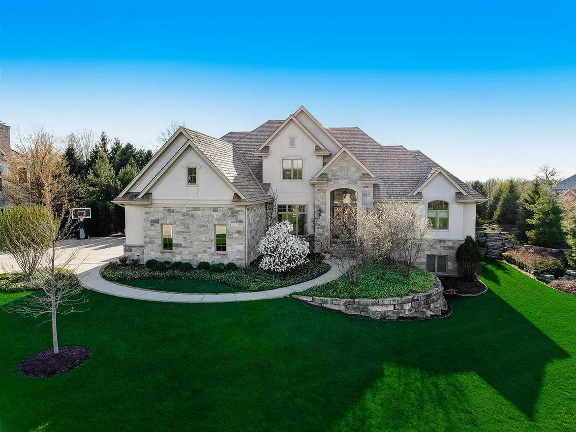 Property for sale at W305N2837 Foxwood Ct, Pewaukee, Wisconsin 53072
