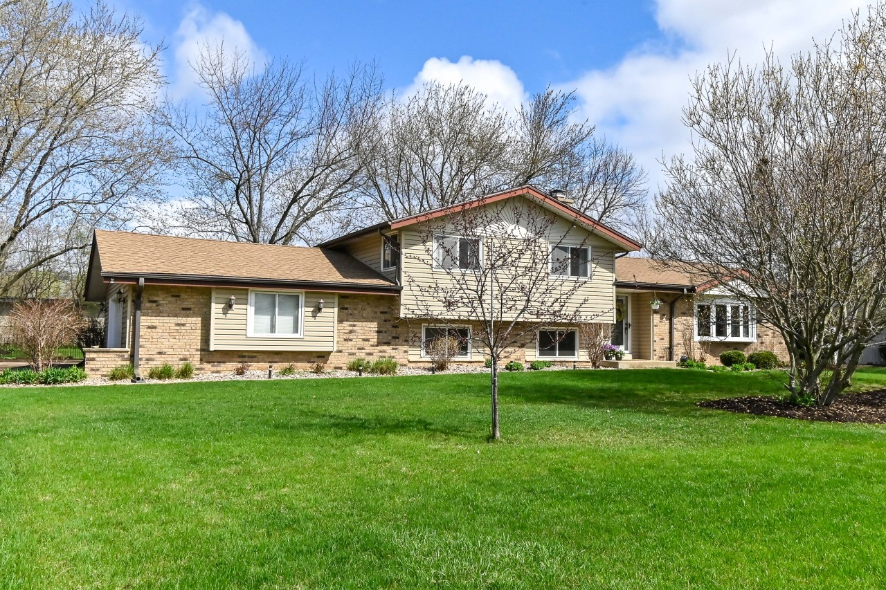 13420 Burlawn Pkwy, Brookfield, Wisconsin 53005, 3 Bedrooms Bedrooms, 8 Rooms Rooms,2 BathroomsBathrooms,Single-Family,For Sale,Burlawn Pkwy,1735079