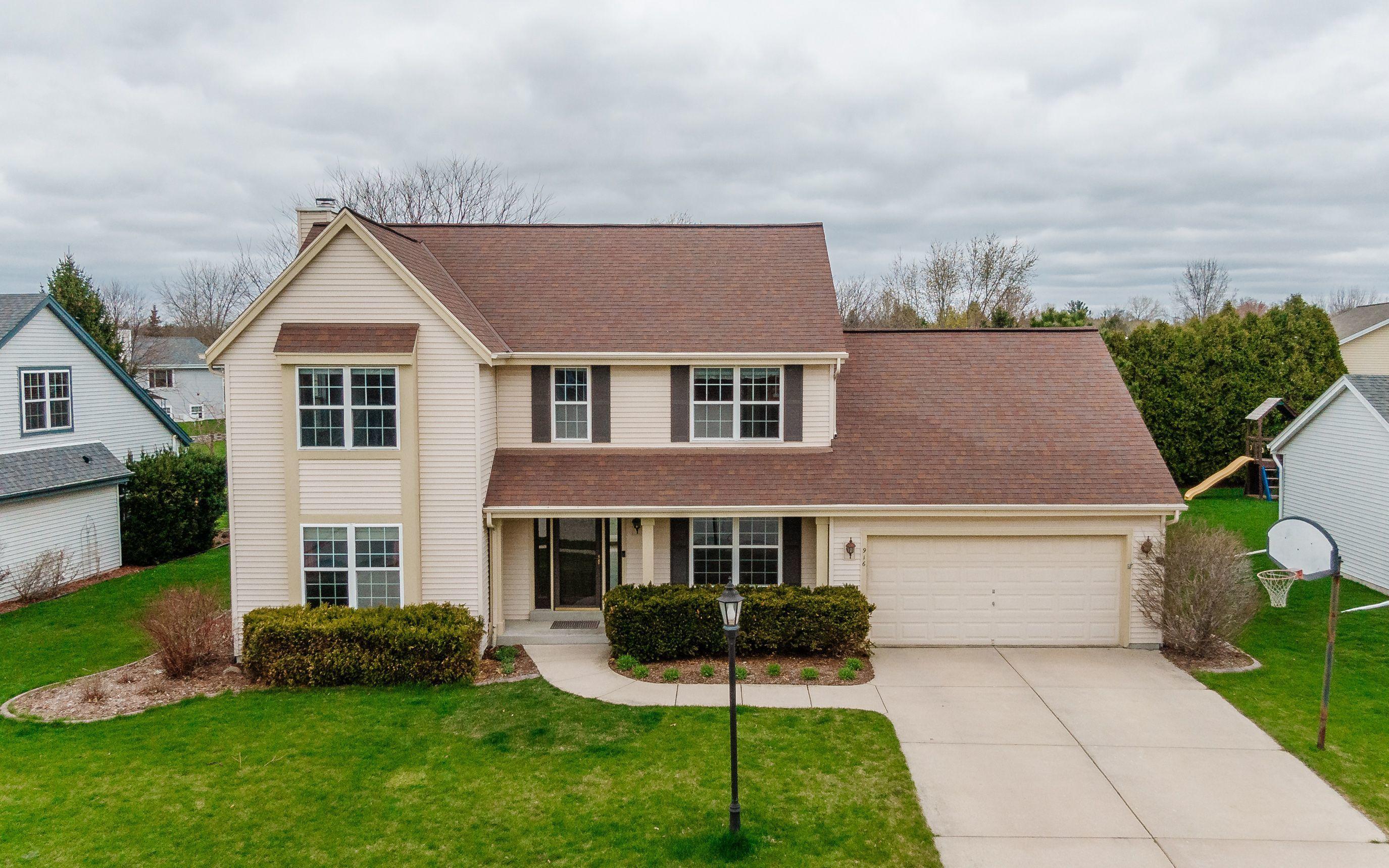 916 Shore Dr, Pewaukee, Wisconsin 53072, 4 Bedrooms Bedrooms, 10 Rooms Rooms,2 BathroomsBathrooms,Single-Family,For Sale,Shore Dr,1735229