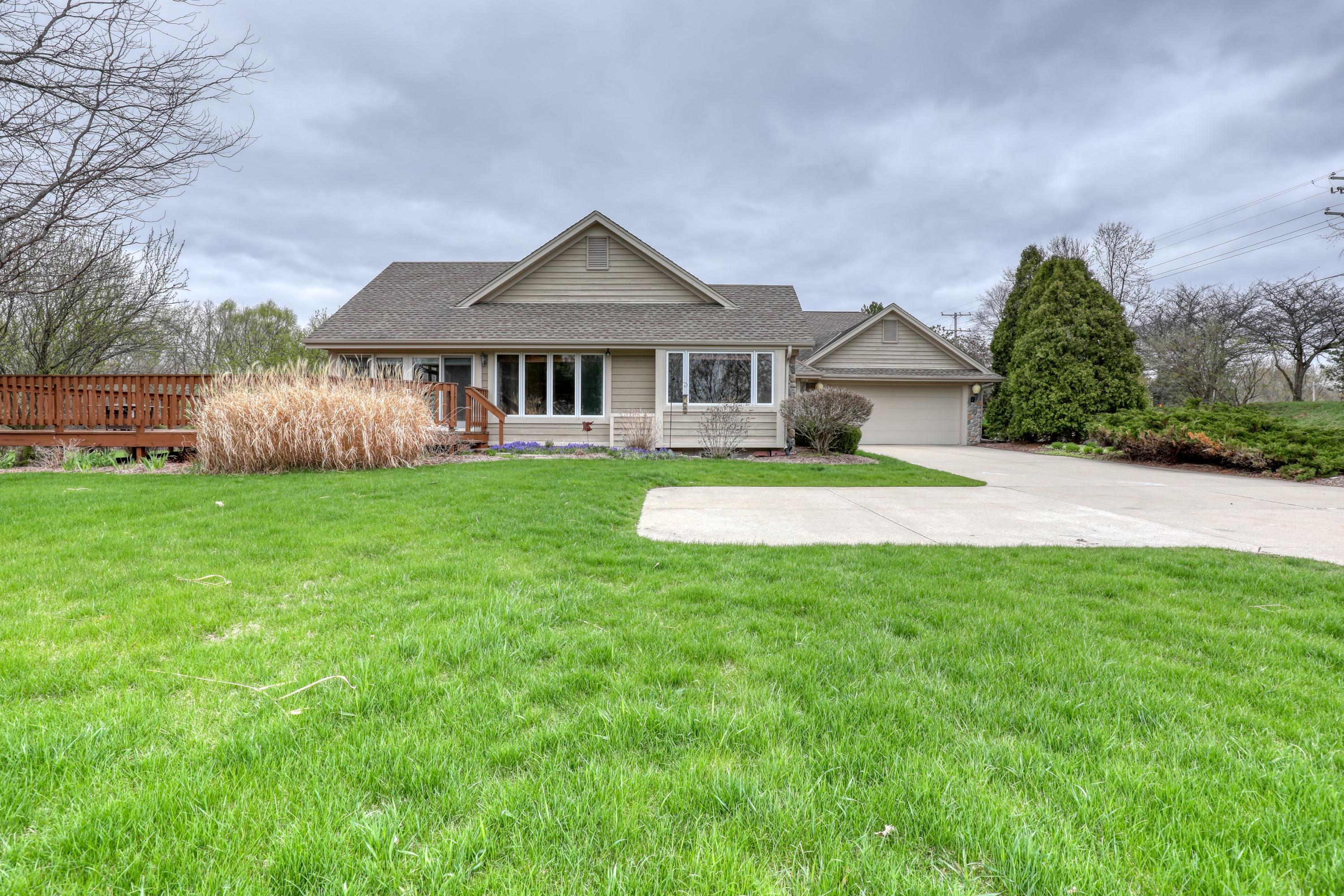 N19W22028 Fox View Ct, Pewaukee, Wisconsin 53186, 3 Bedrooms Bedrooms, 9 Rooms Rooms,2 BathroomsBathrooms,Condominiums,For Sale,Fox View Ct,1,1735767