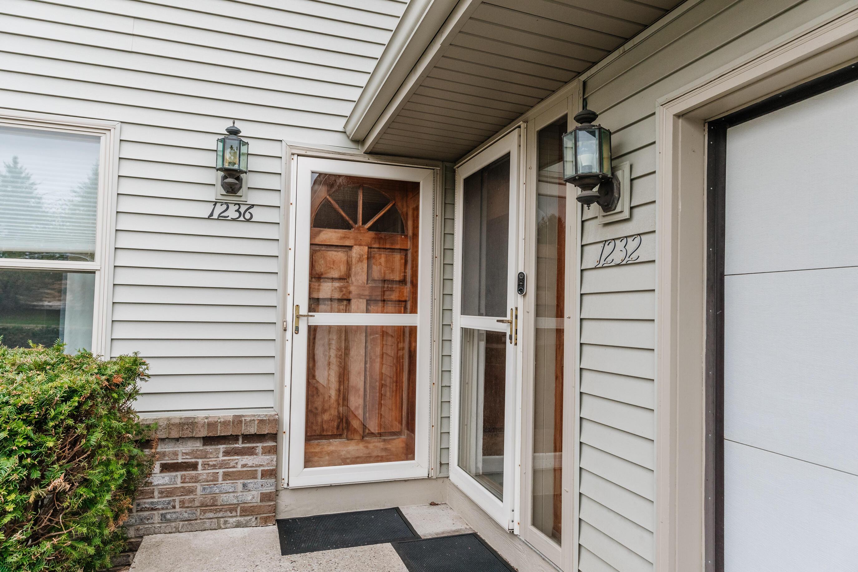 1236 Sunnyridge Rd, Pewaukee, Wisconsin 53072, 2 Bedrooms Bedrooms, 5 Rooms Rooms,2 BathroomsBathrooms,Condominiums,For Sale,Sunnyridge Rd,2,1735320