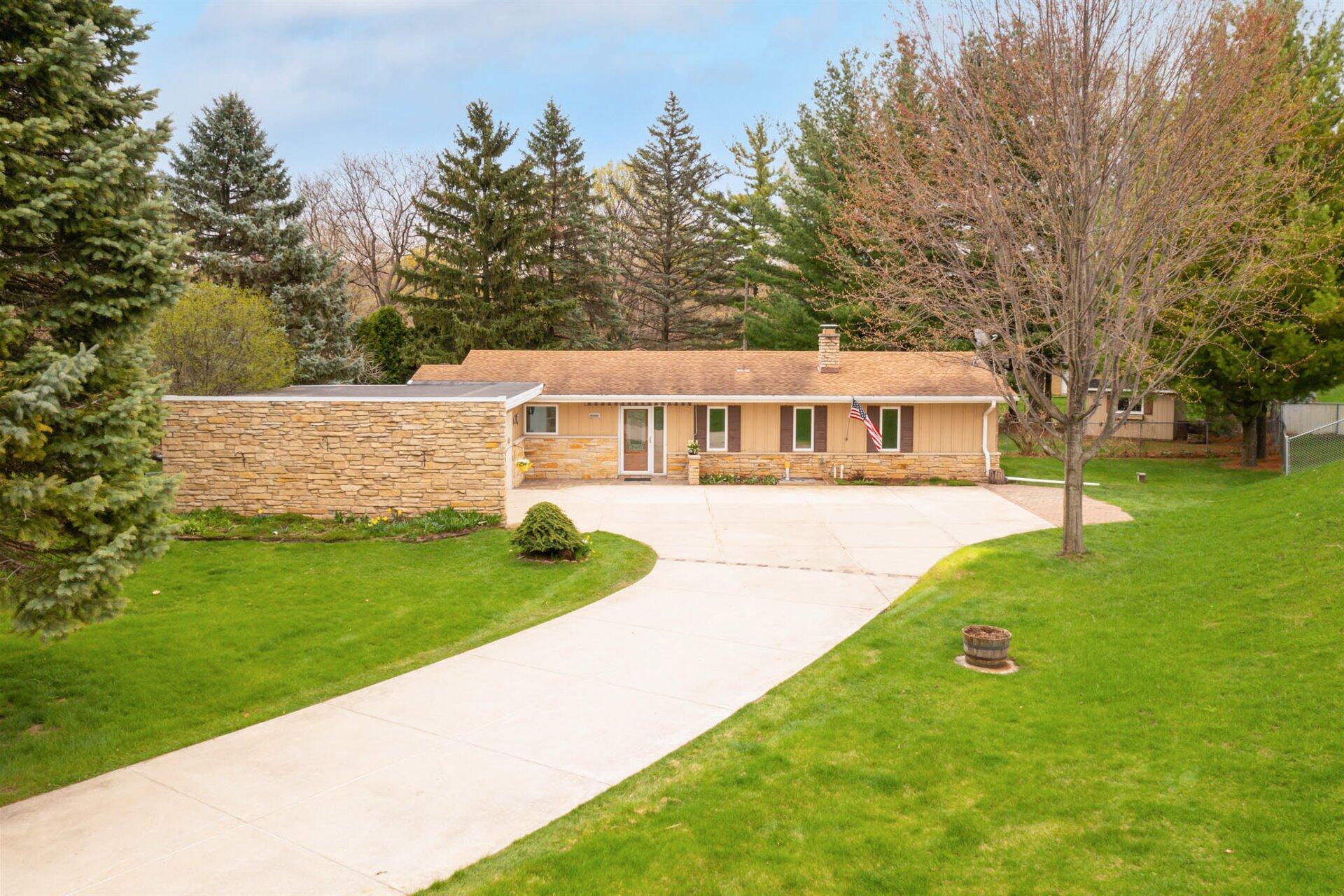 20205 Scarlet Hawthorne Rd, Brookfield, Wisconsin 53045, 3 Bedrooms Bedrooms, 8 Rooms Rooms,2 BathroomsBathrooms,Single-Family,For Sale,Scarlet Hawthorne Rd,1735393