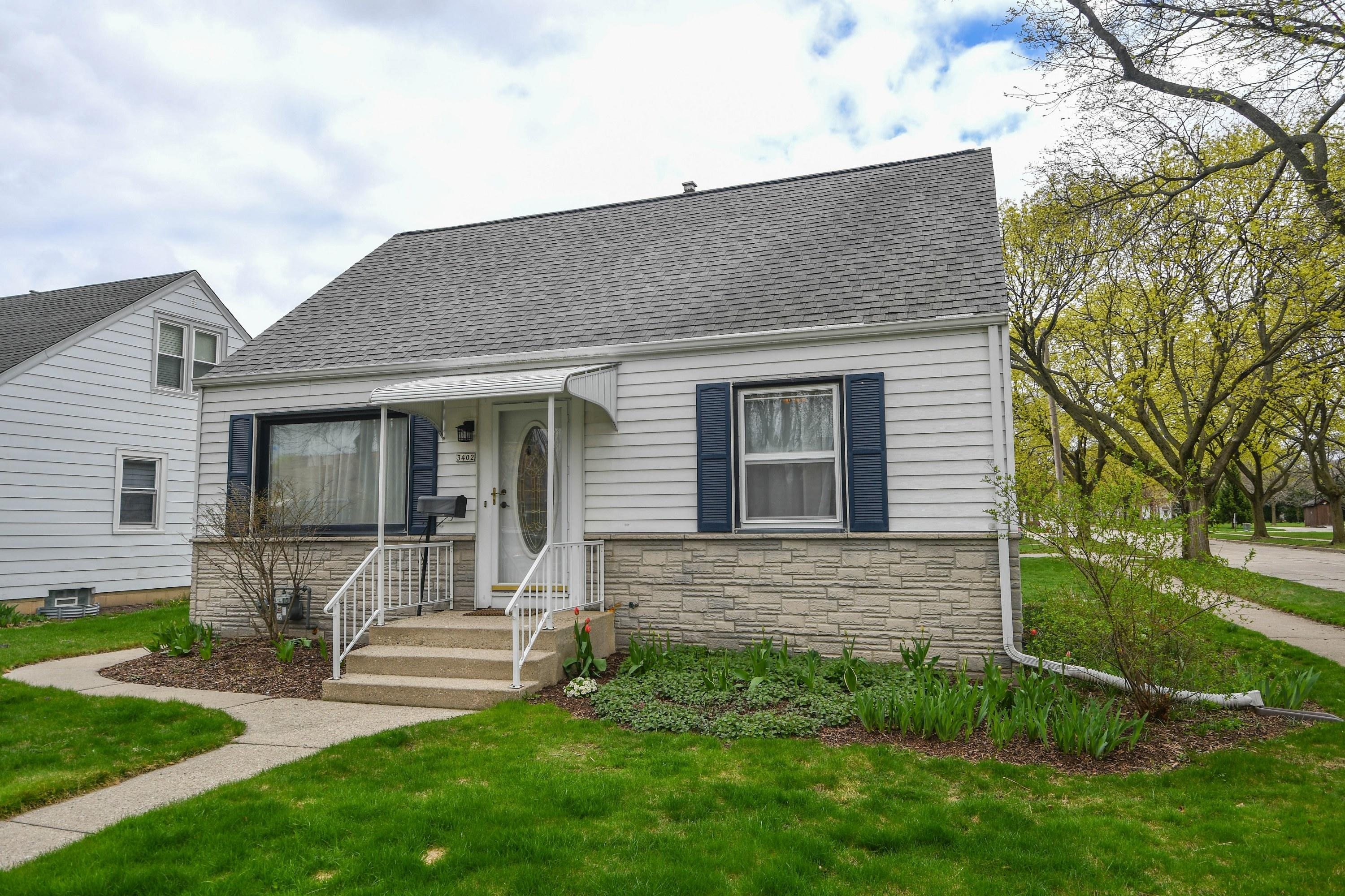 3402 88th St, Milwaukee, Wisconsin 53222, 2 Bedrooms Bedrooms, 6 Rooms Rooms,2 BathroomsBathrooms,Single-Family,For Sale,88th St,1735736