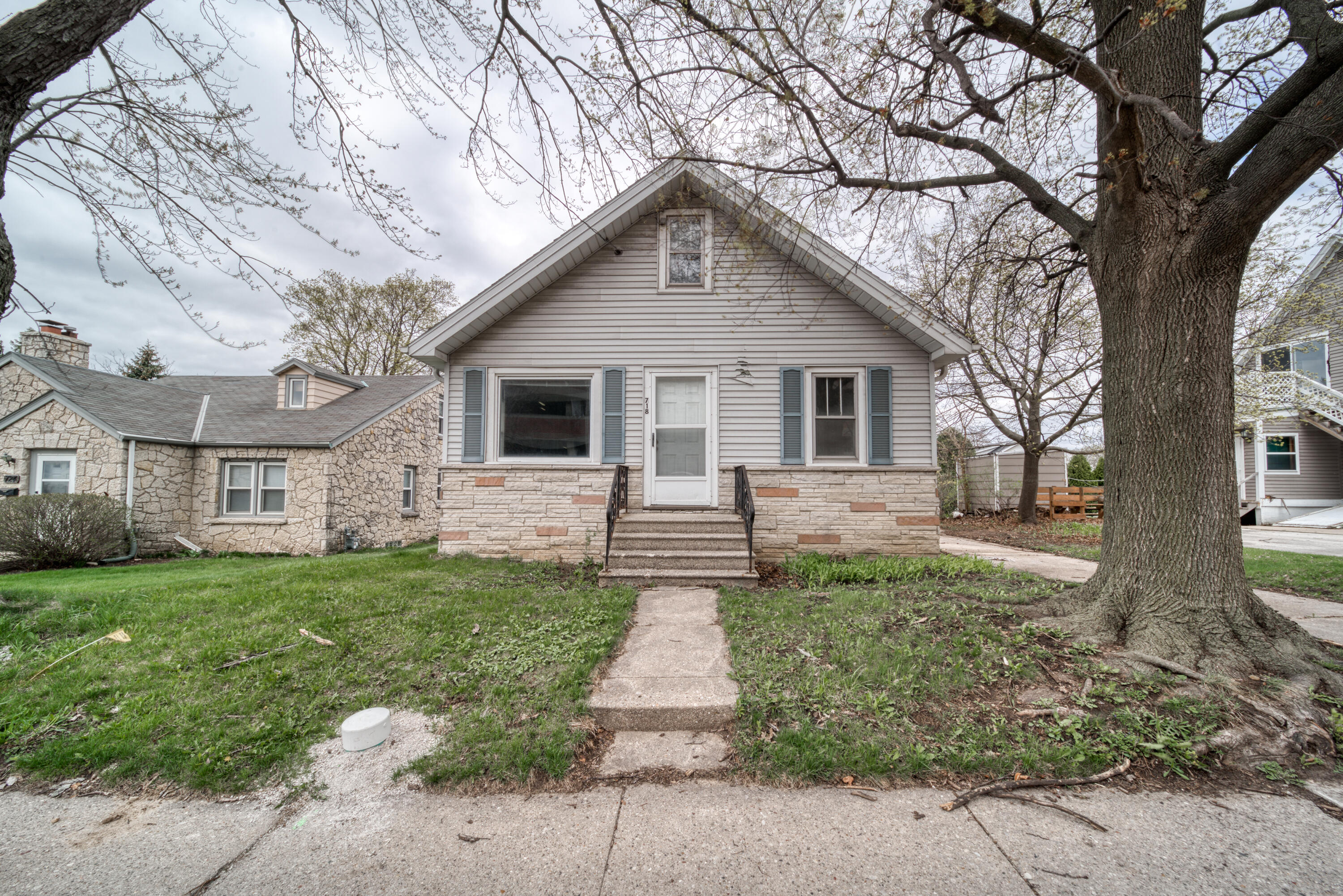 718 Lawndale Ave, Waukesha, Wisconsin 53188, 3 Bedrooms Bedrooms, ,1 BathroomBathrooms,Single-Family,For Sale,Lawndale Ave,1735698