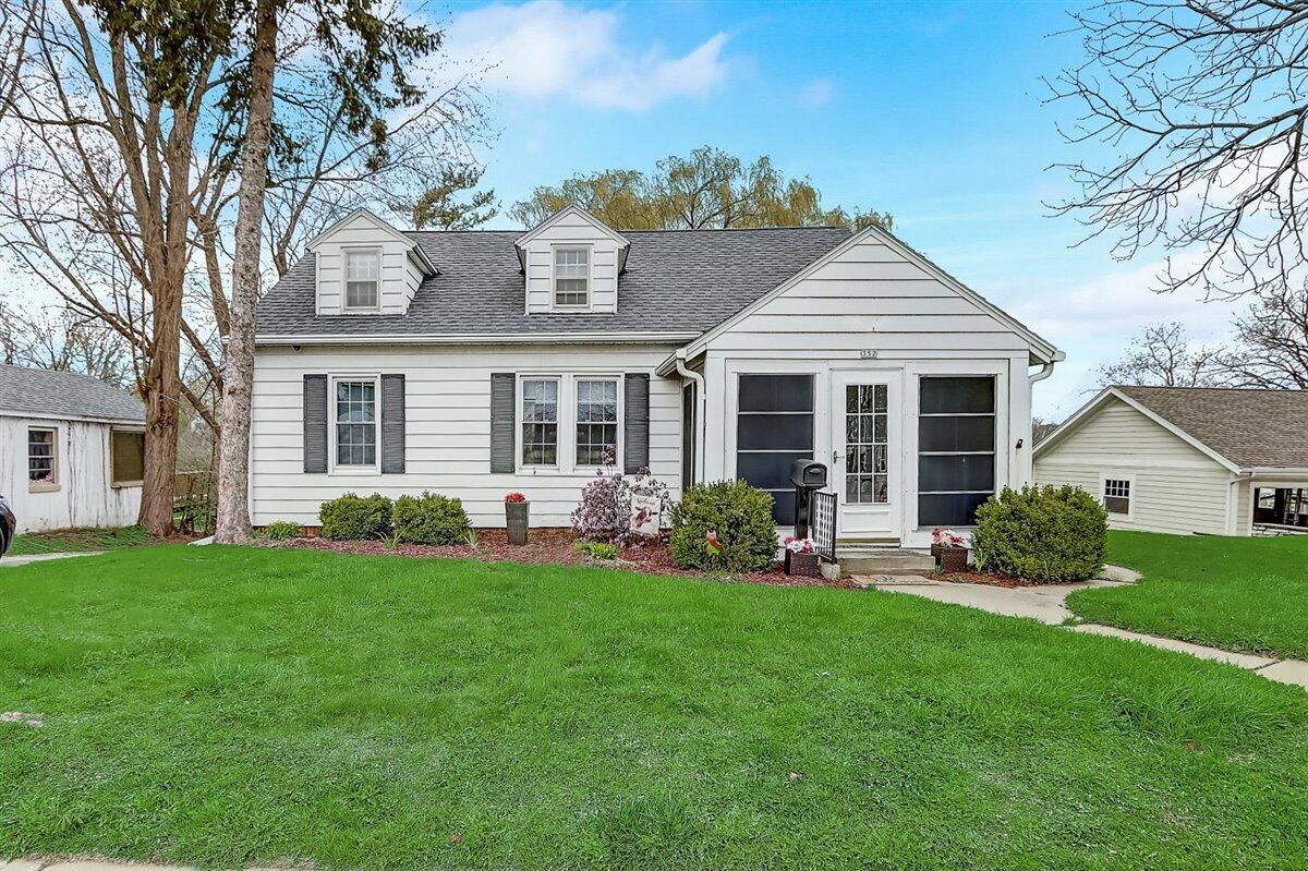 352 Wisconsin Ave, Oconomowoc, Wisconsin 53066, 3 Bedrooms Bedrooms, 7 Rooms Rooms,2 BathroomsBathrooms,Single-Family,For Sale,Wisconsin Ave,1734886