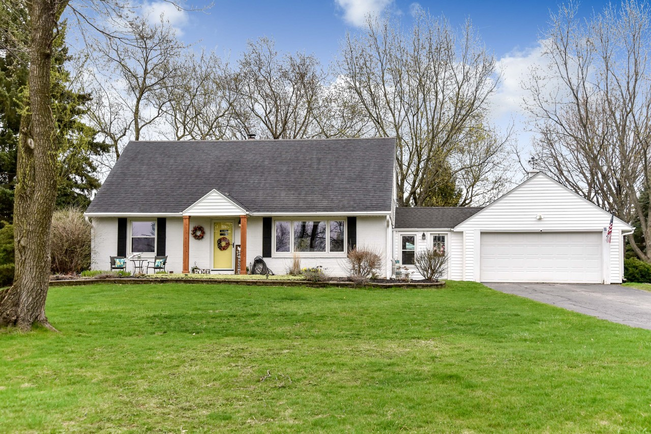 18925 Lothmoor Dr, Brookfield, Wisconsin 53045, 3 Bedrooms Bedrooms, 8 Rooms Rooms,2 BathroomsBathrooms,Single-Family,For Sale,Lothmoor Dr,1735418