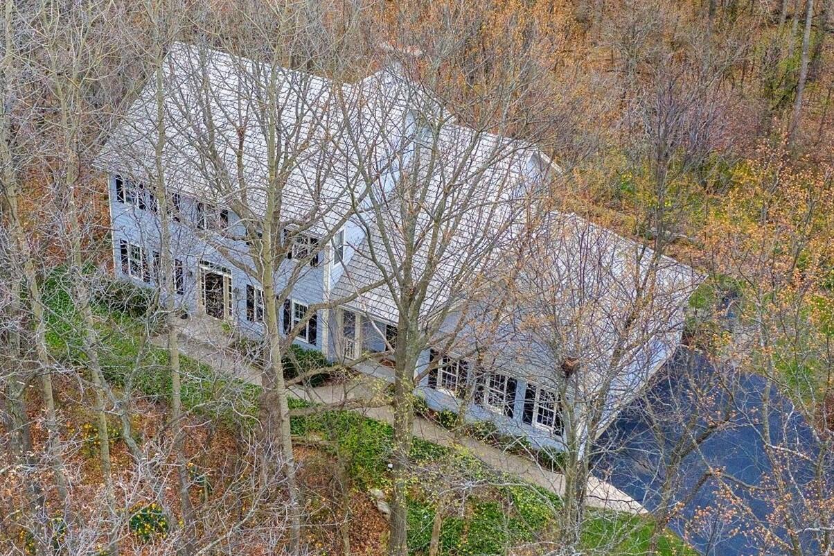 N12W29905 Southampton Ct, Delafield, Wisconsin 53188, 4 Bedrooms Bedrooms, 10 Rooms Rooms,2 BathroomsBathrooms,Single-Family,For Sale,Southampton Ct,1734609