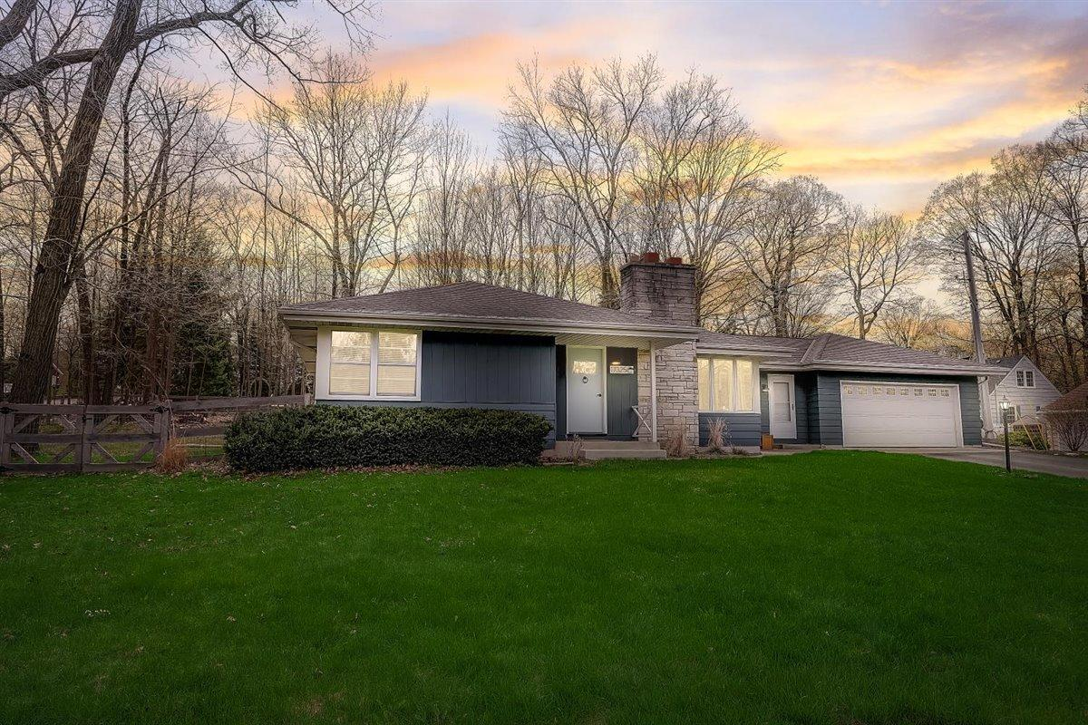 17325 Robinwood St, Brookfield, Wisconsin 53045, 3 Bedrooms Bedrooms, 8 Rooms Rooms,1 BathroomBathrooms,Single-Family,For Sale,Robinwood St,1735633