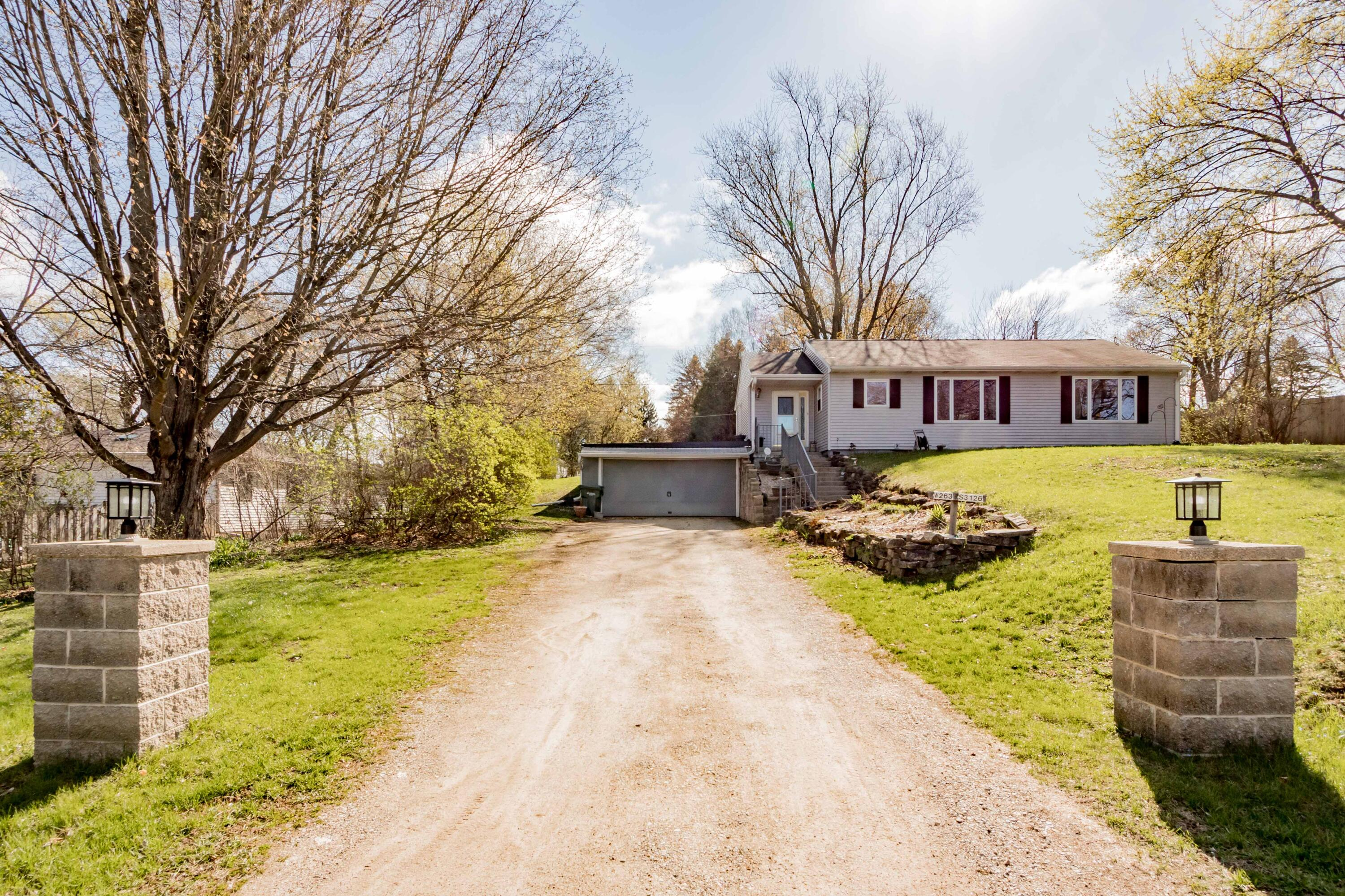 W263S3126 Ridge Rd, Waukesha, Wisconsin 53189, 3 Bedrooms Bedrooms, ,1 BathroomBathrooms,Single-Family,For Sale,Ridge Rd,1735622