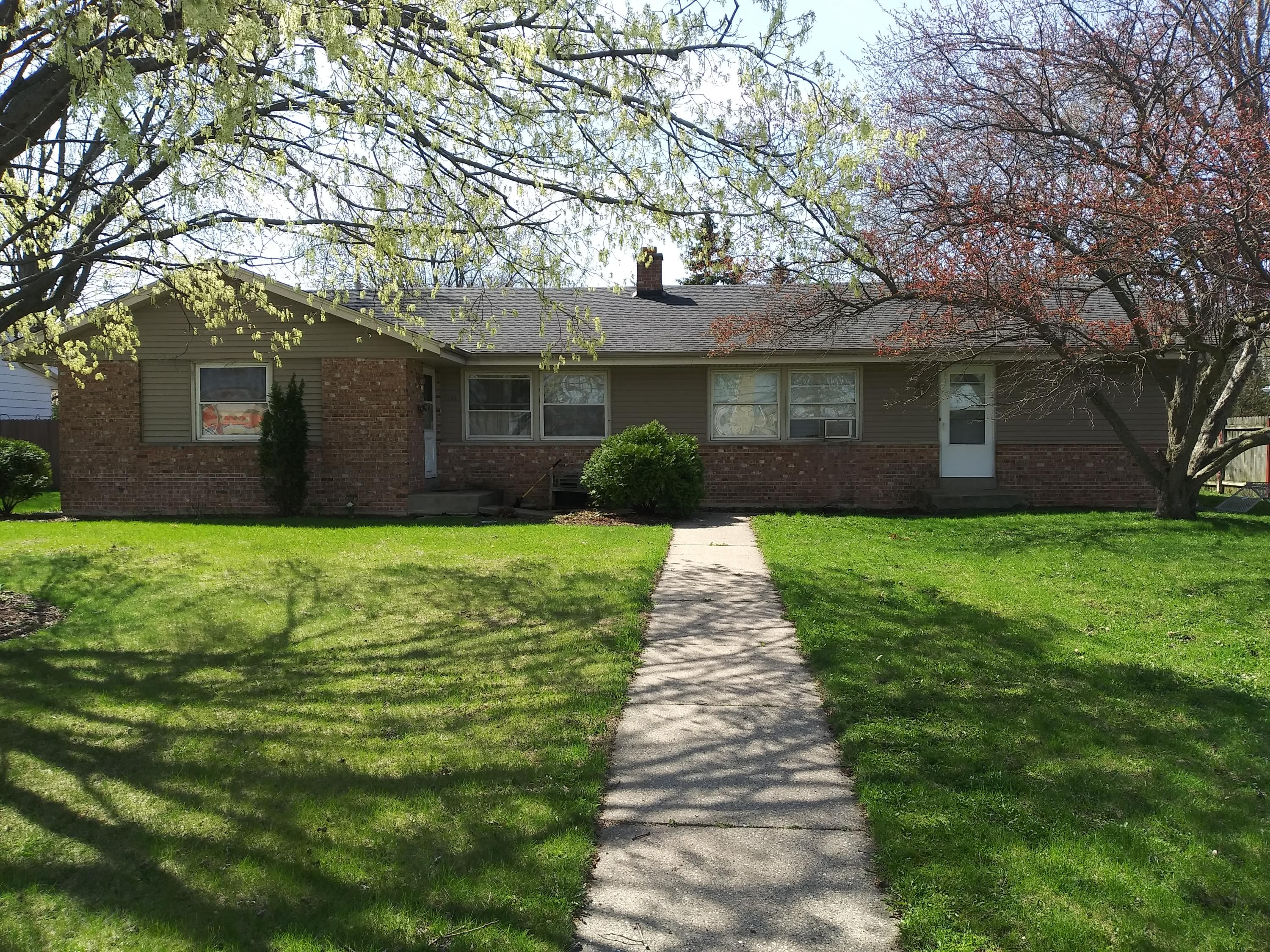 1145 Sunset Dr, Waukesha, Wisconsin 53189, 3 Bedrooms Bedrooms, 5 Rooms Rooms,1 BathroomBathrooms,Two-Family,For Sale,Sunset Dr,1,1735776