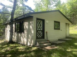 W8046 Bell Crossing Rd, Amberg, WI 54102