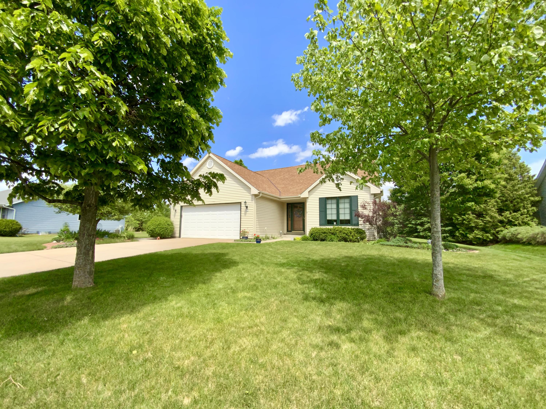 202 Market Ln, Hartland, Wisconsin 53029, 3 Bedrooms Bedrooms, ,2 BathroomsBathrooms,Single-Family,For Sale,Market Ln,1743169
