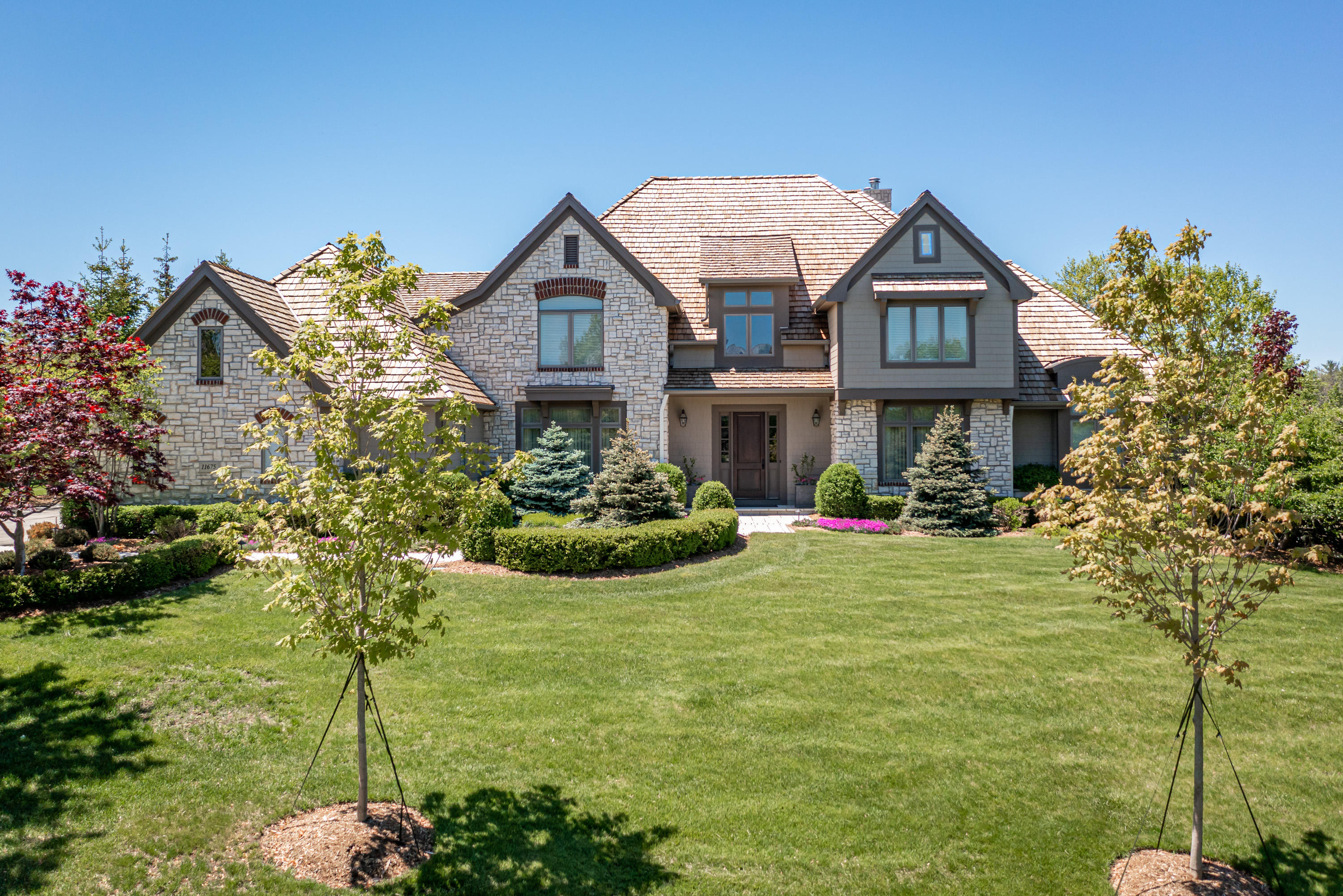 11675 N Canterbury Dr, Mequon, WI 53092