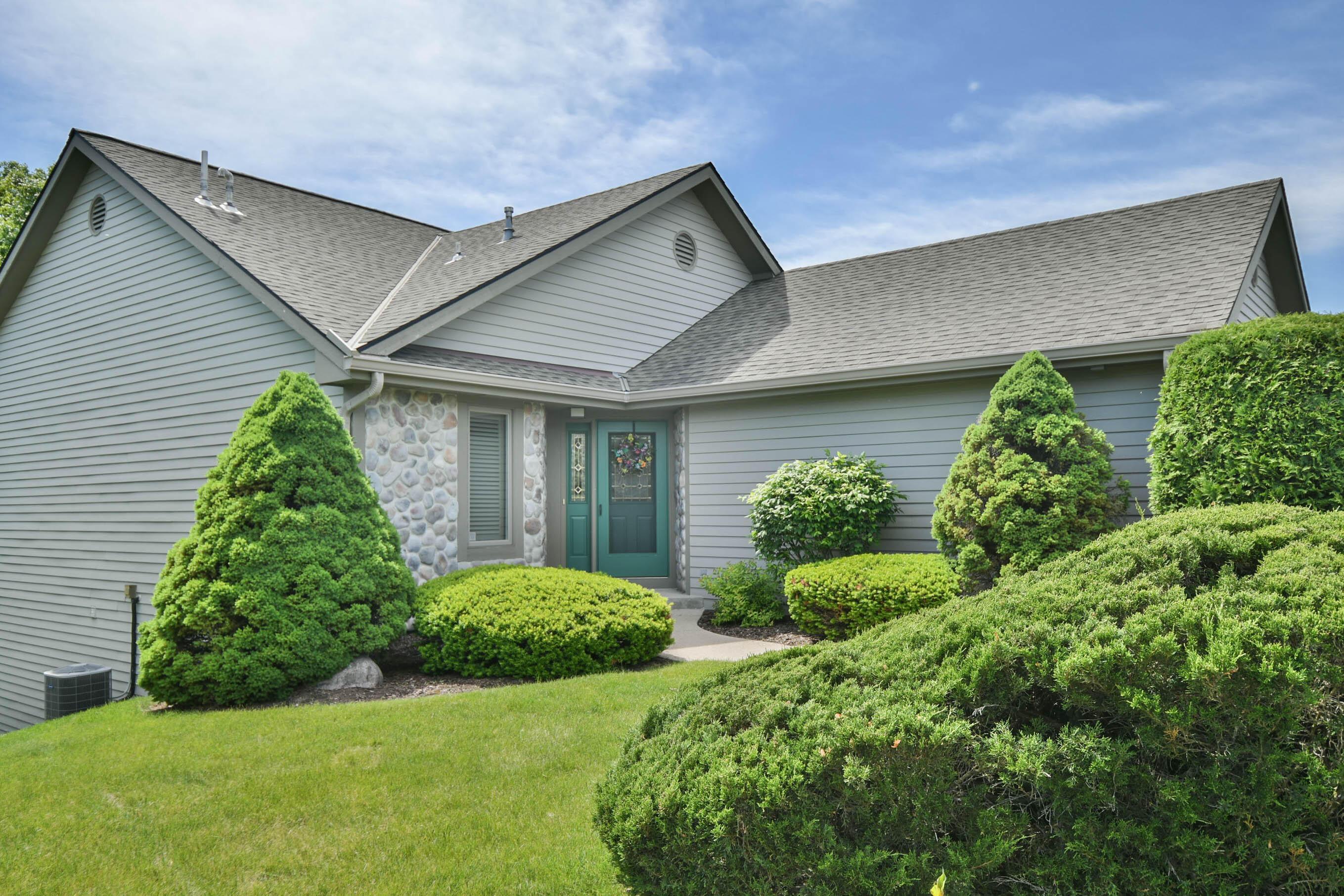 510 Oak Ridge Dr, Hartland, Wisconsin 53029, 3 Bedrooms Bedrooms, ,2 BathroomsBathrooms,Condominiums,For Sale,Oak Ridge Dr,1,1743579