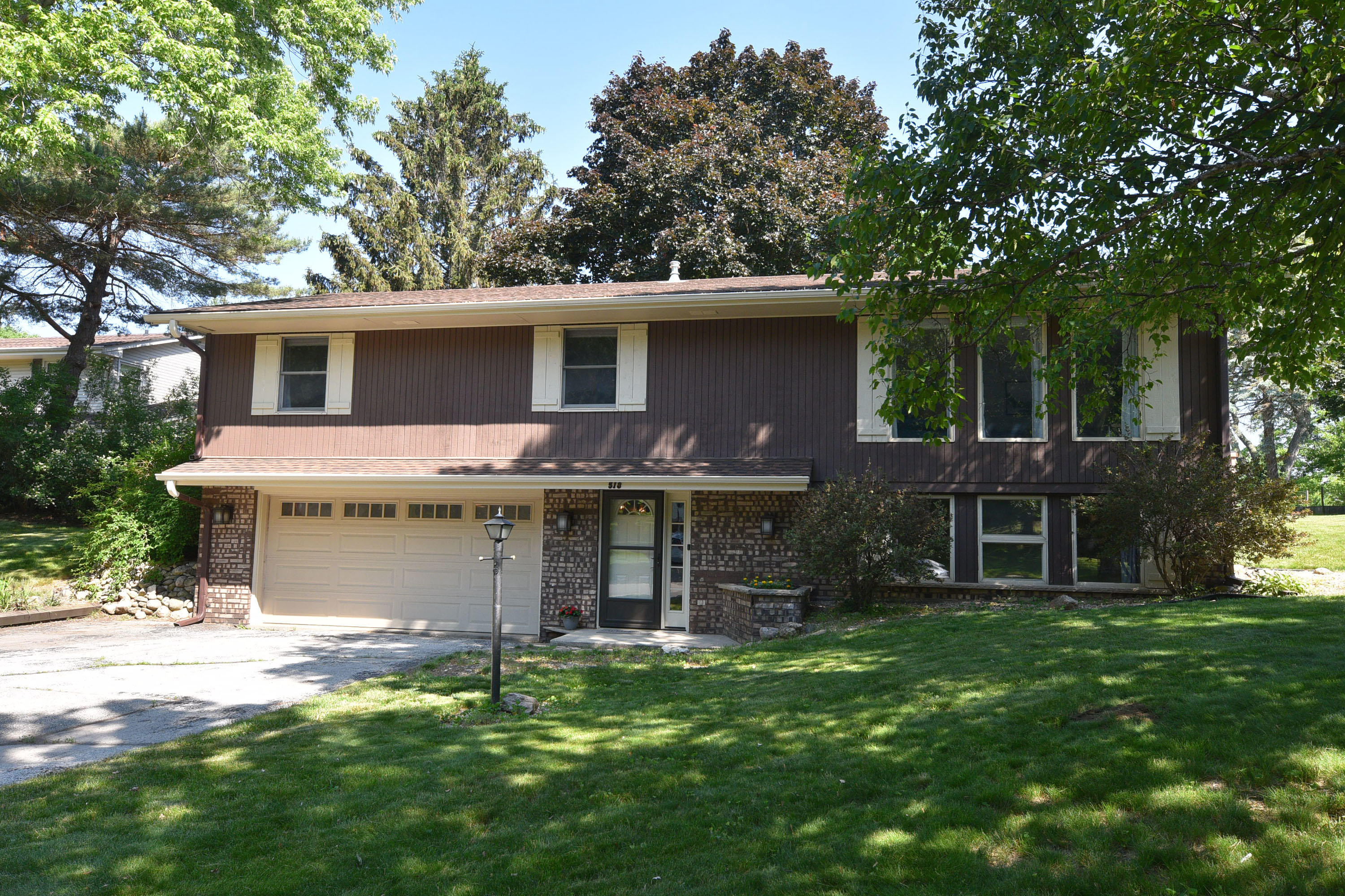 518 Oxford Dr, Hartland, Wisconsin 53029, 3 Bedrooms Bedrooms, ,1 BathroomBathrooms,Single-Family,For Sale,Oxford Dr,1745942