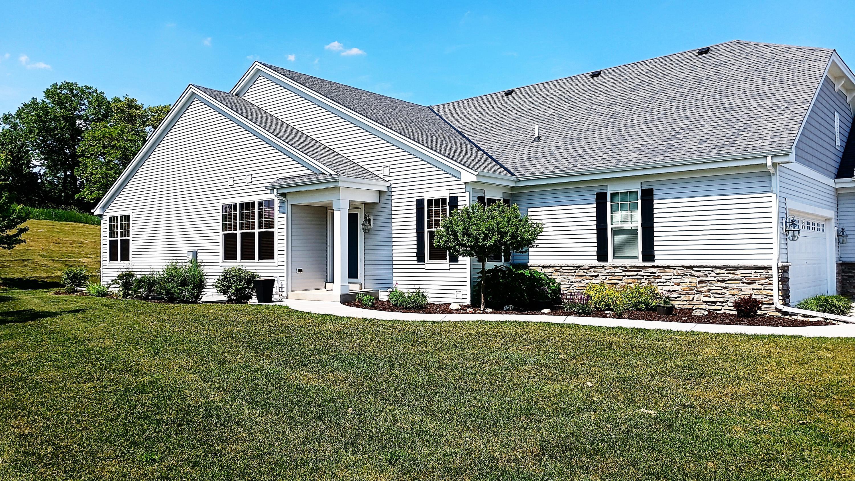 N54W35304 Coastal Ave, Oconomowoc, Wisconsin 53066, 2 Bedrooms Bedrooms, ,2 BathroomsBathrooms,Condominiums,For Sale,Coastal Ave,1,1746323