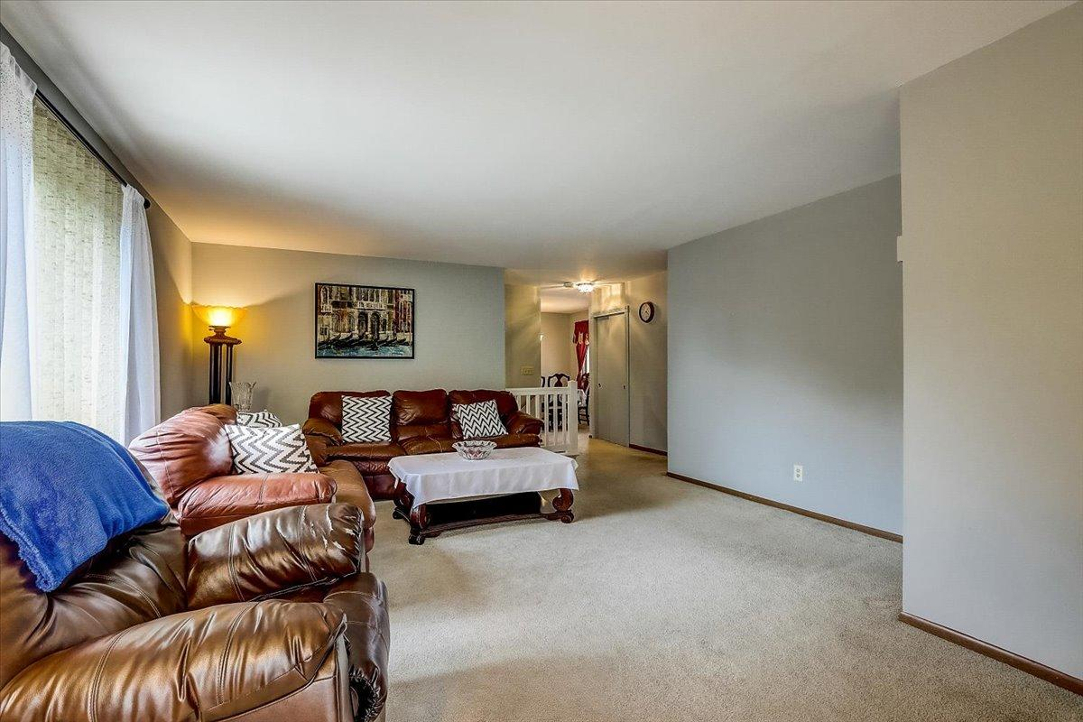 4617 Woodland Dr, Greenfield, Wisconsin 53220, 2 Bedrooms Bedrooms, 5 Rooms Rooms,1 BathroomBathrooms,Condominiums,For Sale,Woodland Dr,2,1746420
