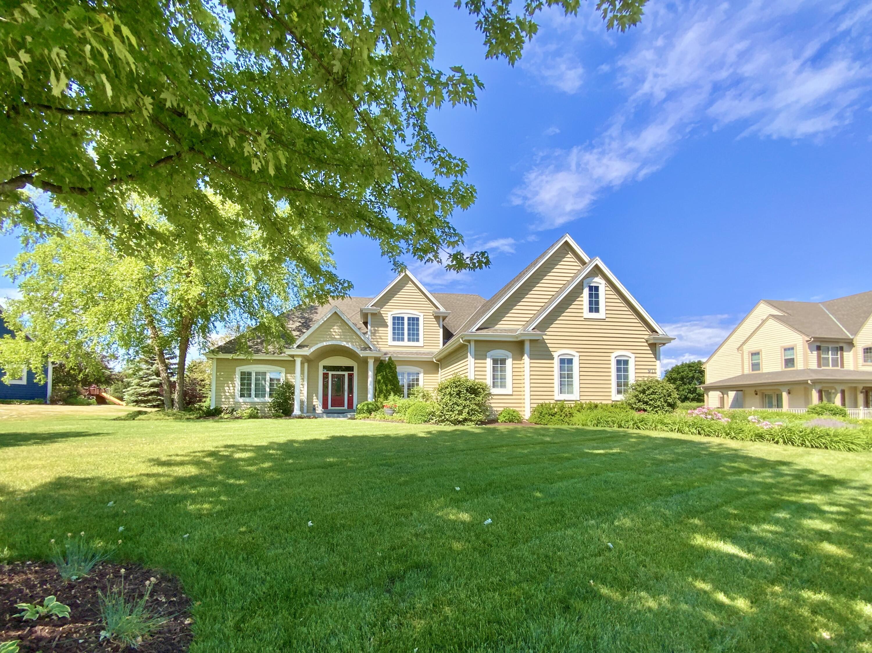 911 River Reserve Dr, Hartland, Wisconsin 53029, 4 Bedrooms Bedrooms, ,3 BathroomsBathrooms,Single-Family,For Sale,River Reserve Dr,1746792