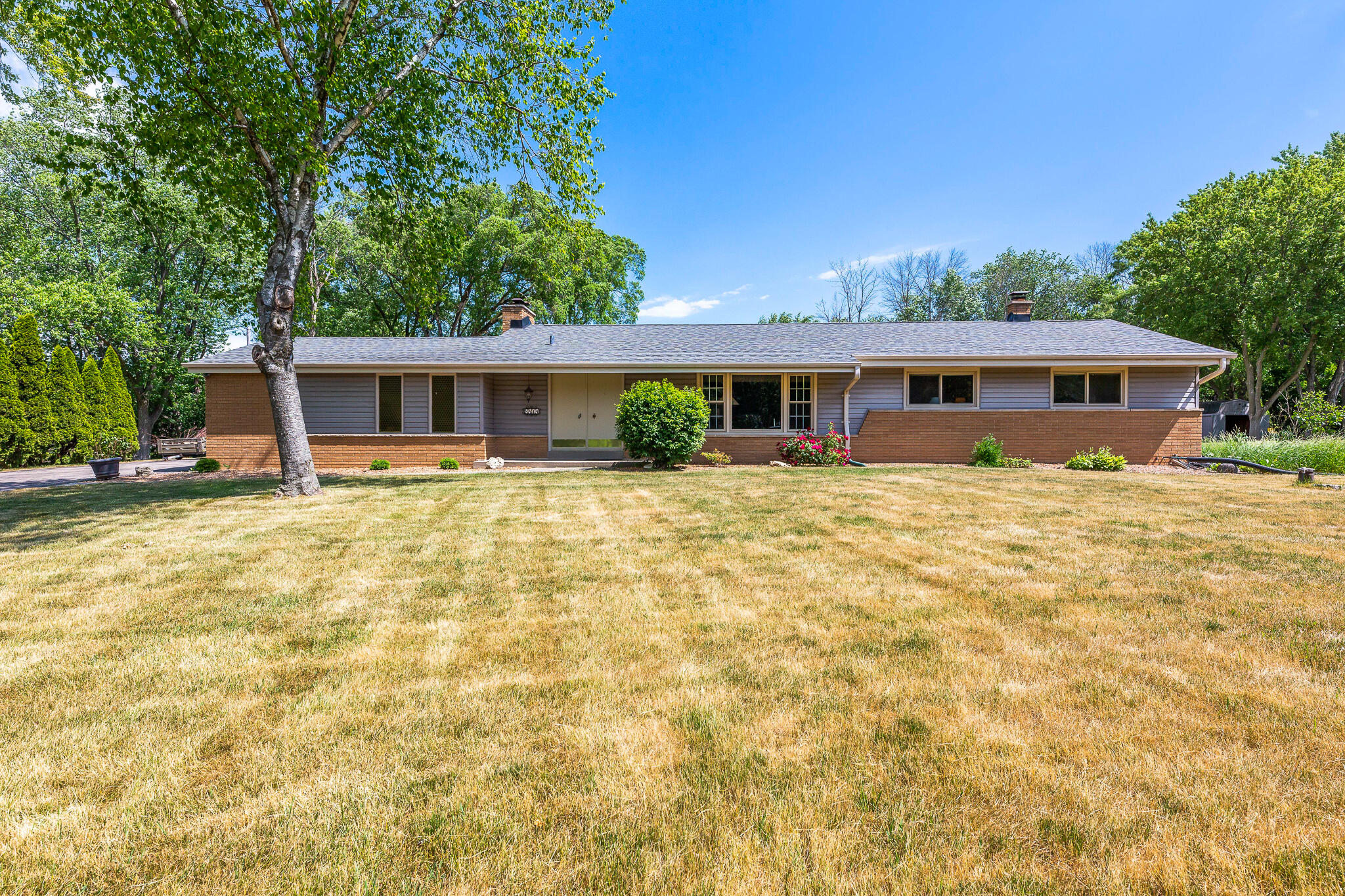 8414 W Hillview Dr Mequon, WI 53097 Property Image